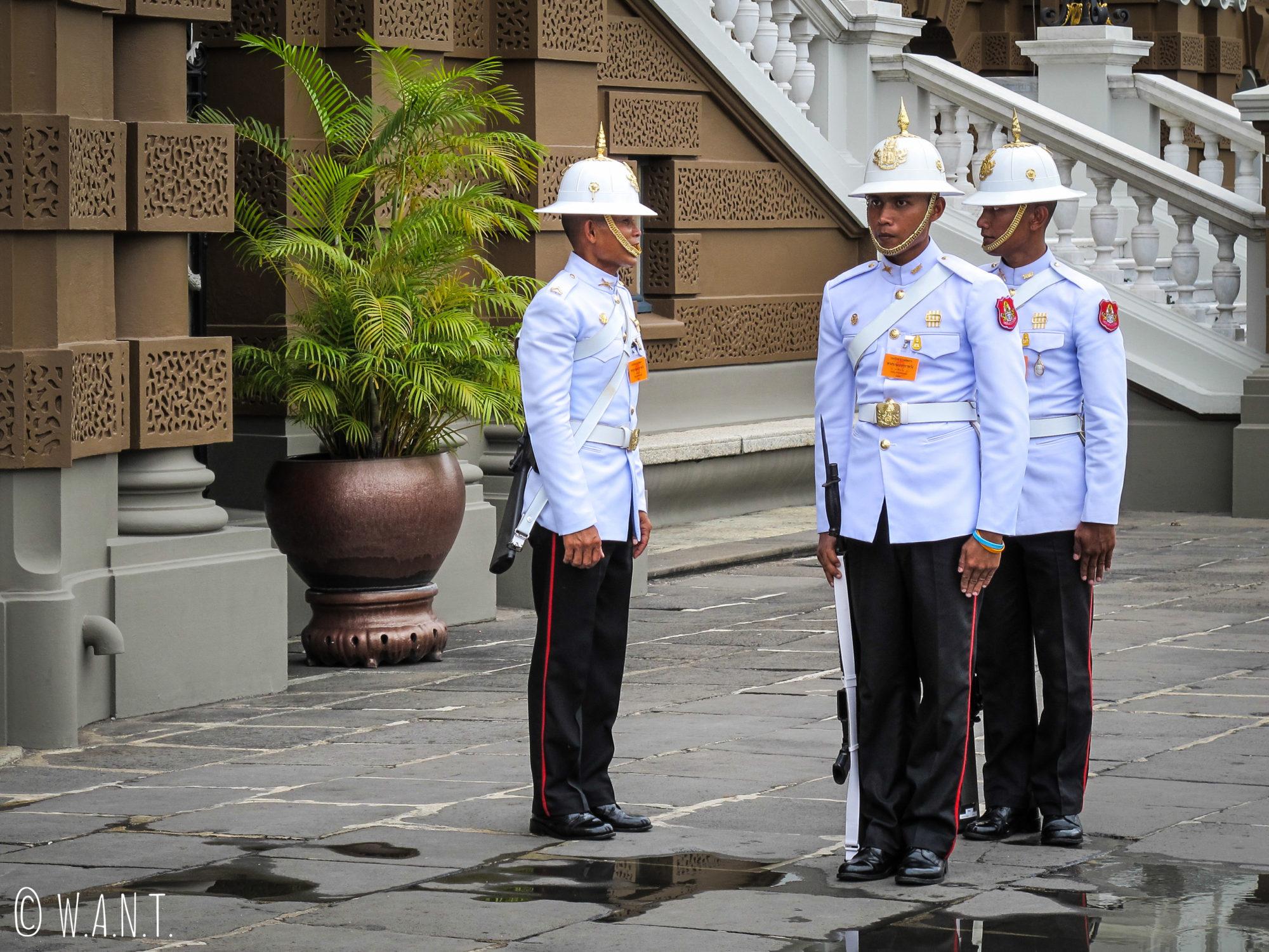 Gardes du Palais Royal de Bangkok