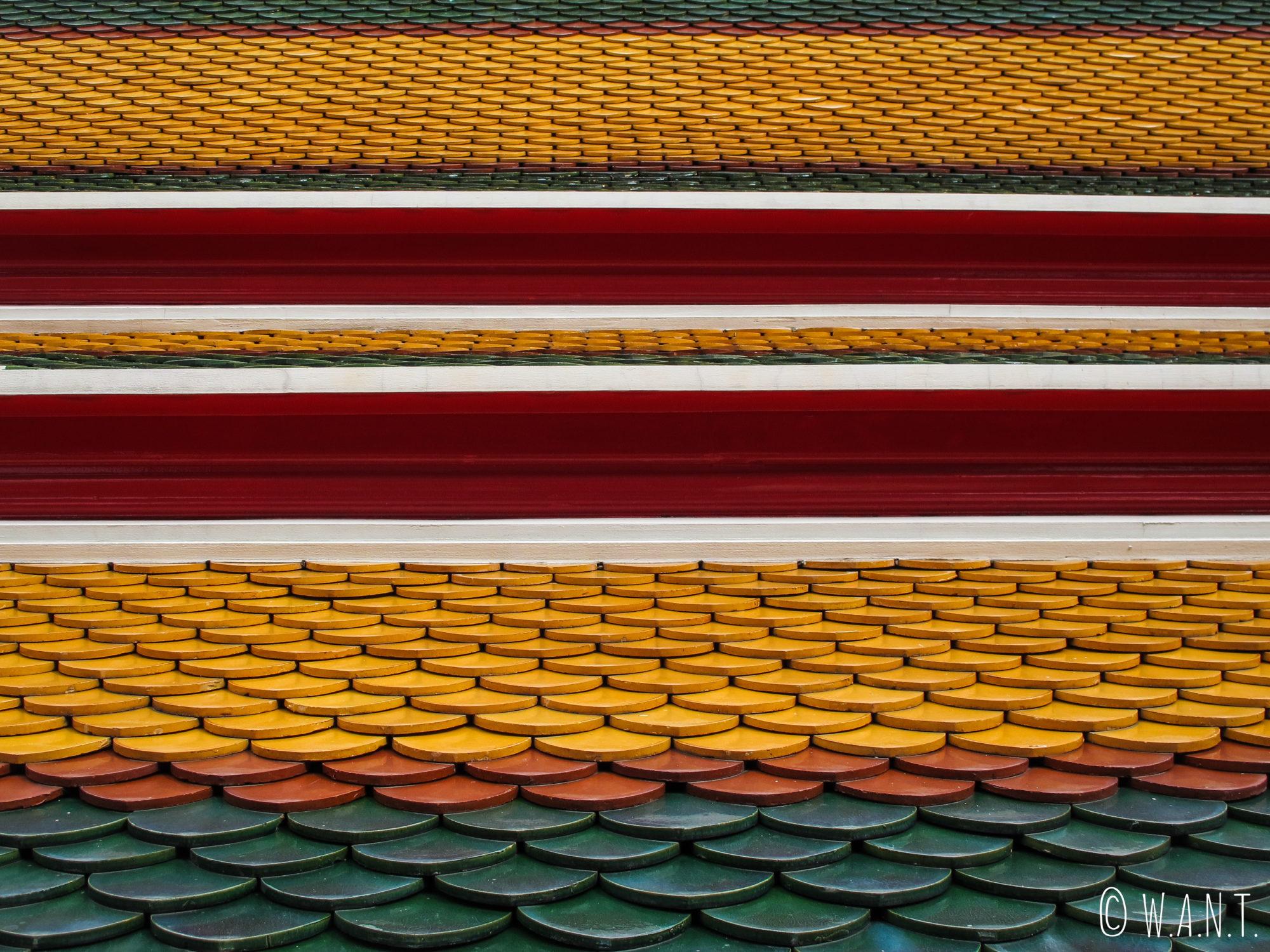 Gros plan sur le toit des temples du Wat Pho de Bangkok