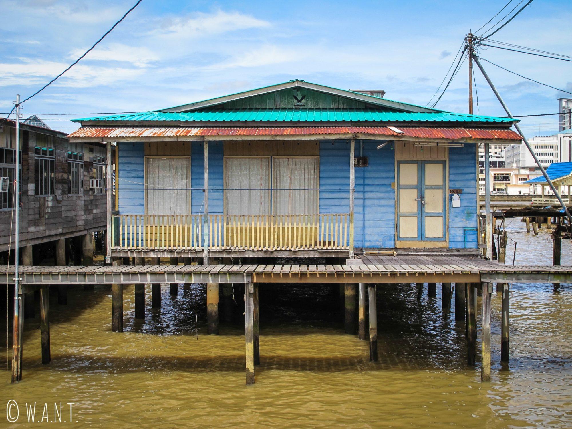 Habitation traditionnelle du village flottant de Kampong Ayer à Bandar Seri Begawan