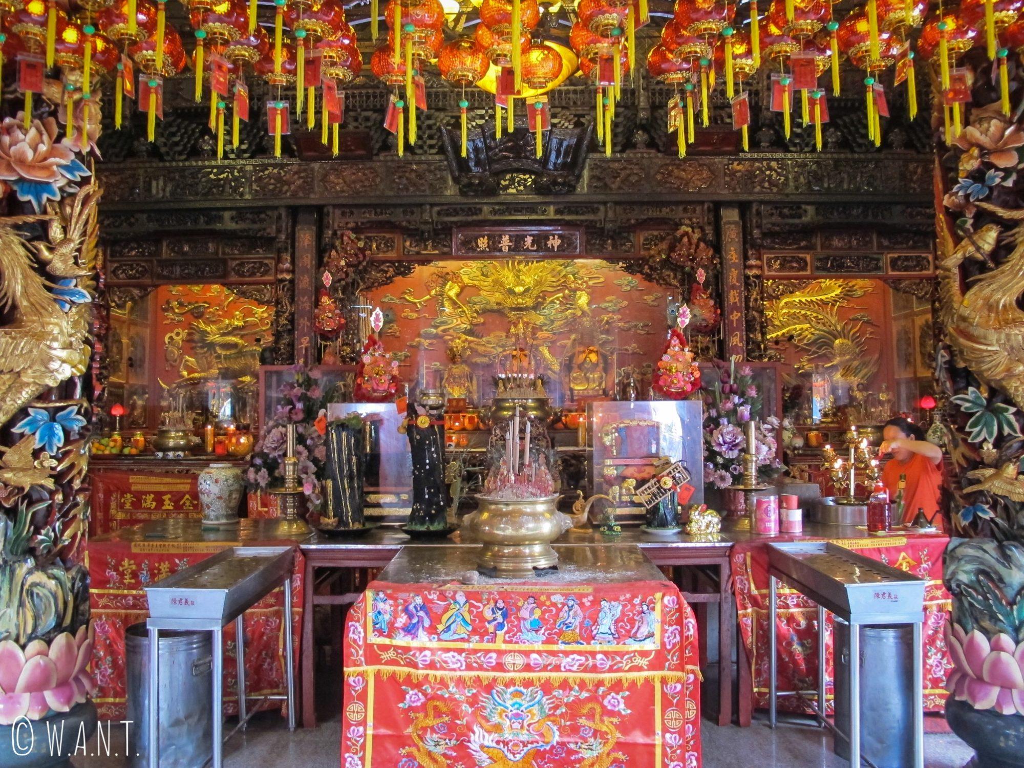 Intérieur du Hong San Si Temple de Kuching