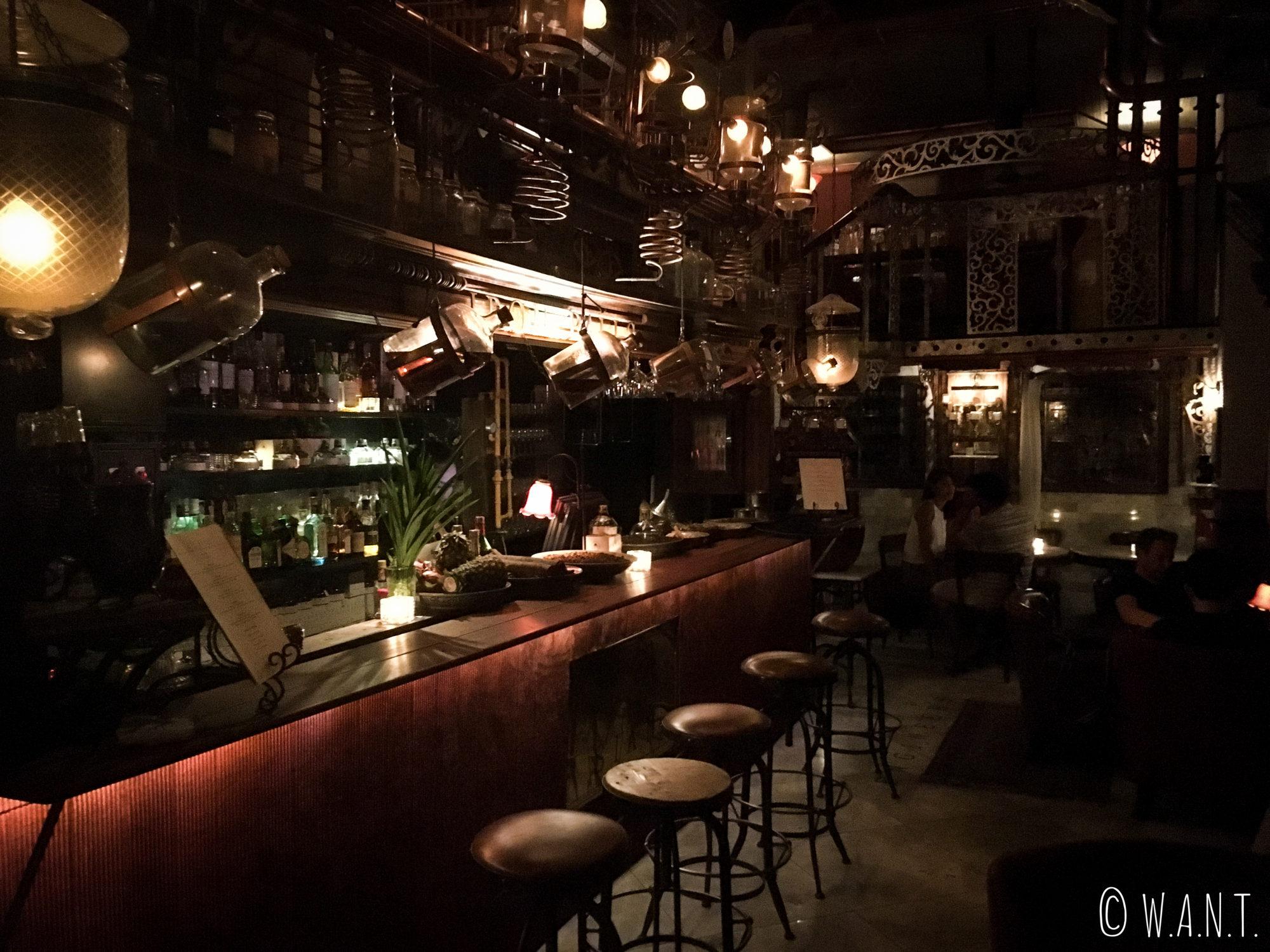 Intérieur du bar Iron Fairies de Bangkok