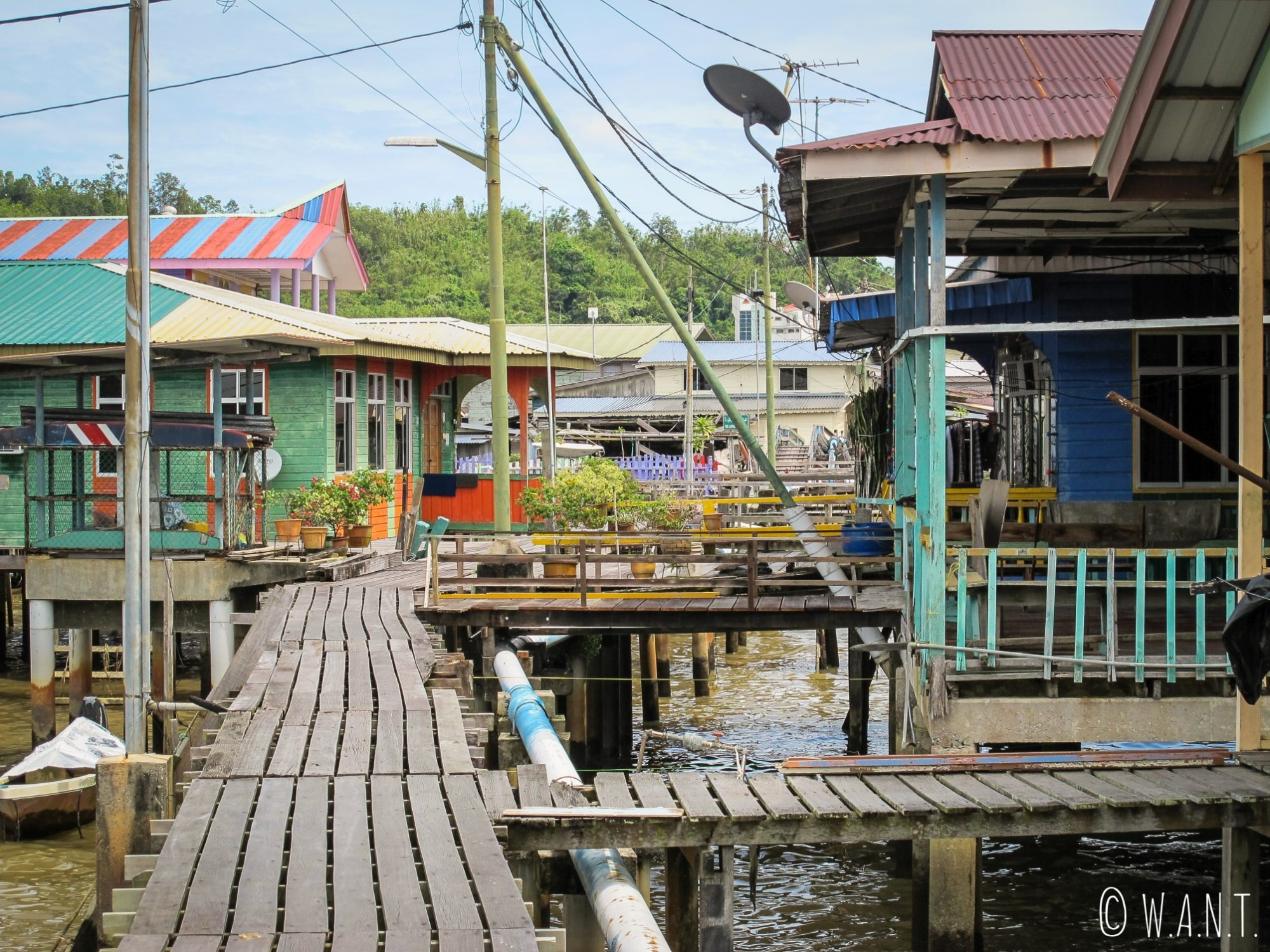 Intérieur du village flottant de Kampong Ayer à Bandar Seri Begawan