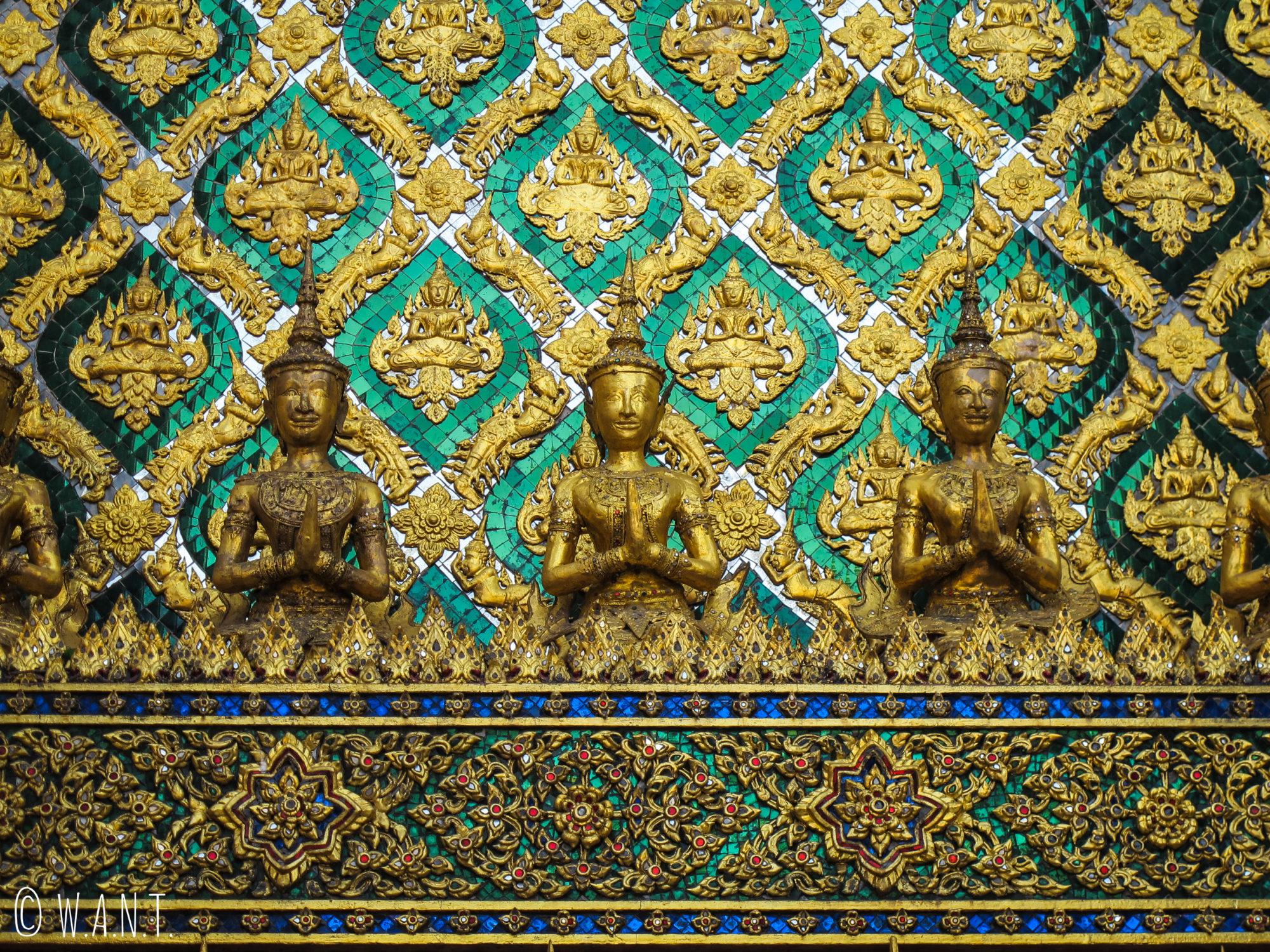 Les ornements sont très largement composés de dorure sur les bâtiments du Palais Royal de Bangkok