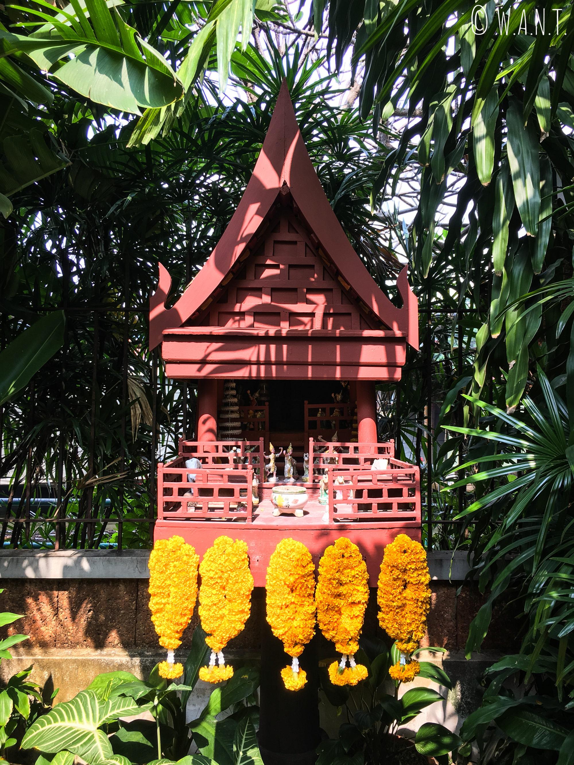 Maison aux esprits dans le jardin de la maison de Jim Thompson à Bangkok
