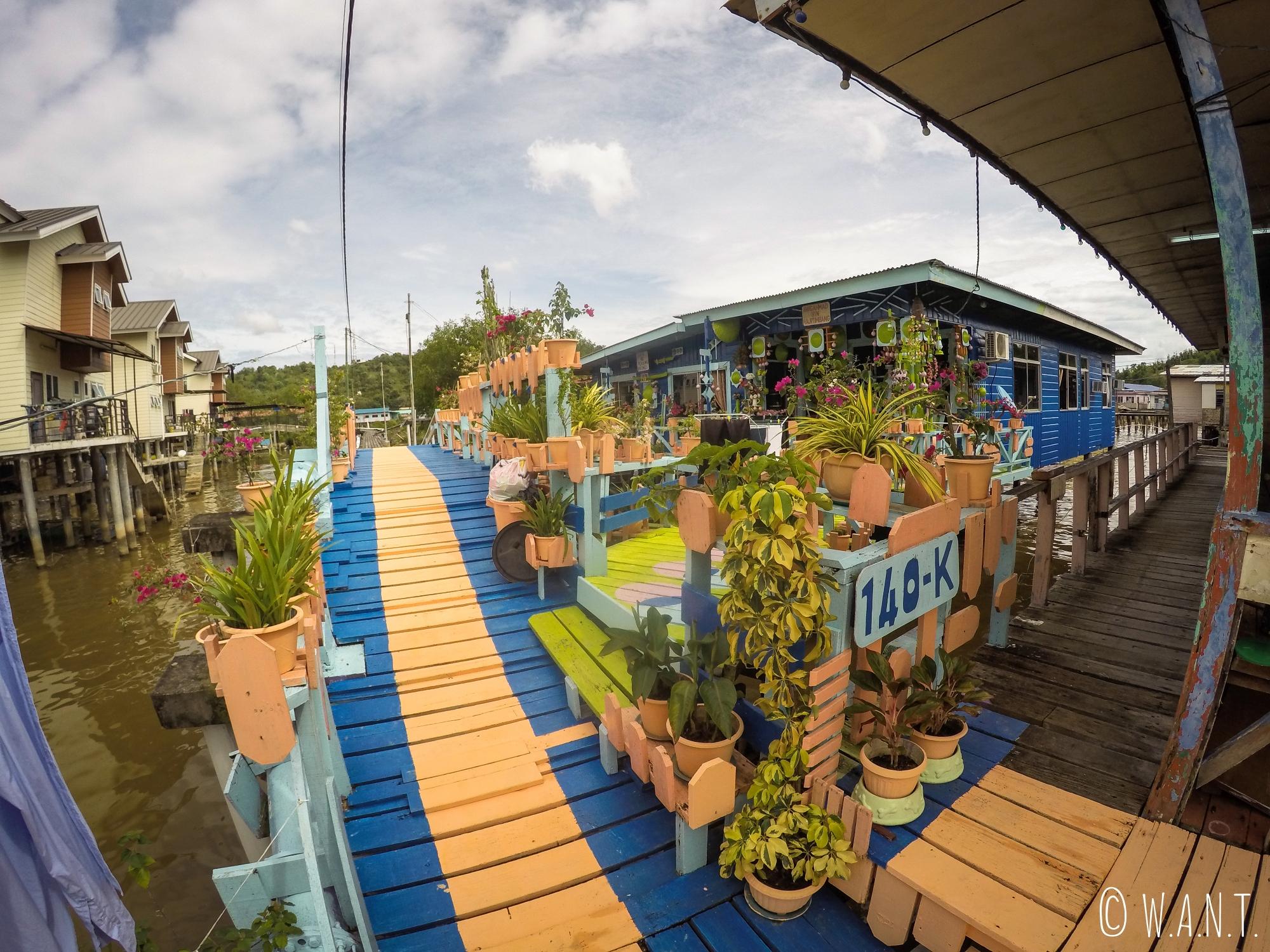 Maison colorée de Kampong Ayer à Bandar Seri Begawan
