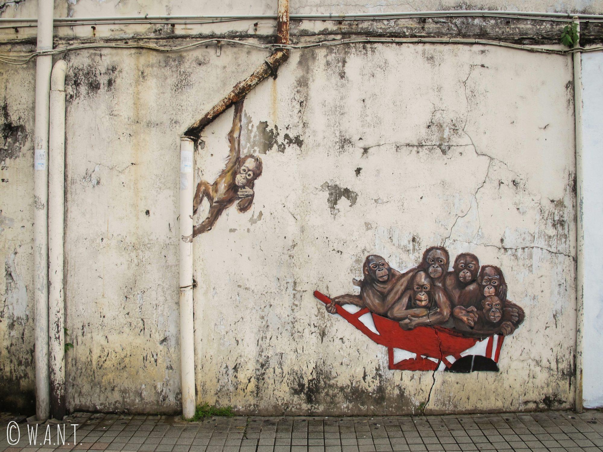 Orangs-outans dans une brouette sur les murs de Kuching
