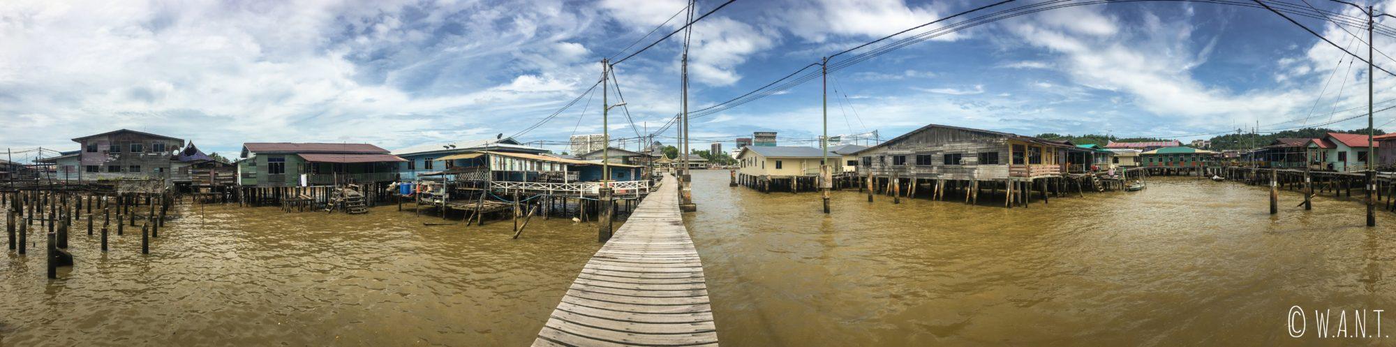 Panorama à l'intérieur du village flottant de Kampong Ayer à Bandar Seri Begawan