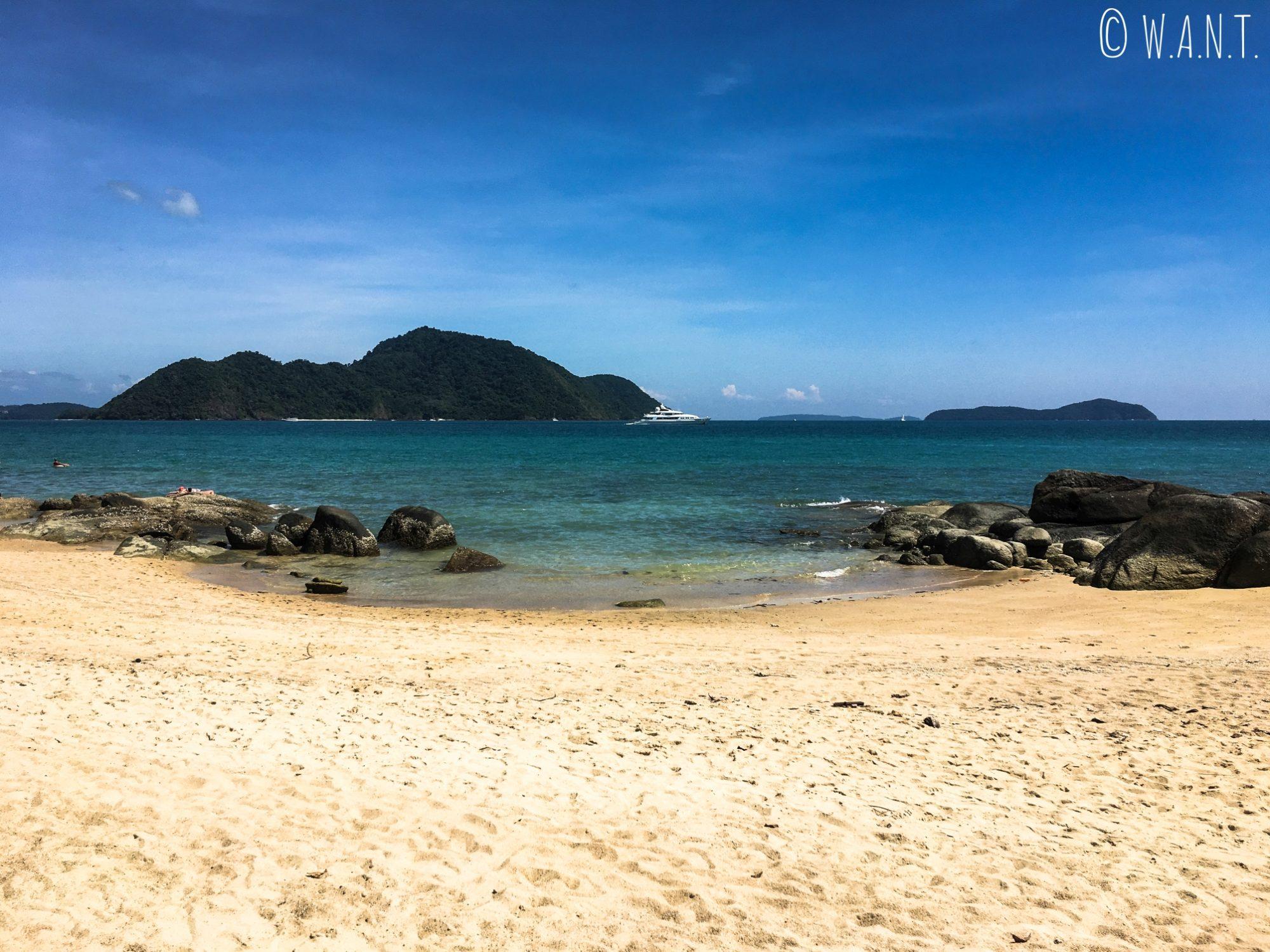 Plage de plage de Laem Ka Beach à Phuket