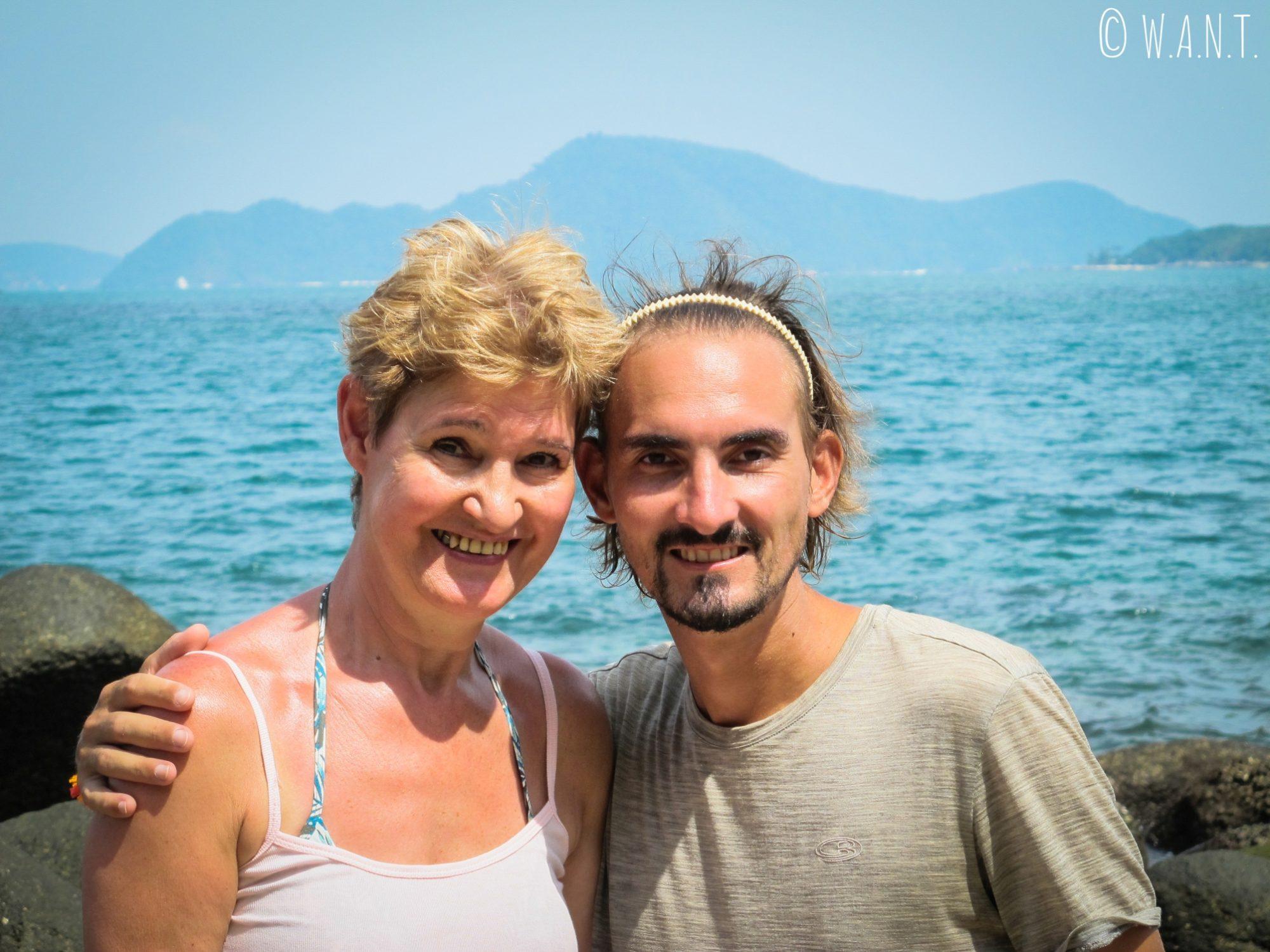 Portrait de Colette et Benjamin sur Bouddha Island près de Phuket