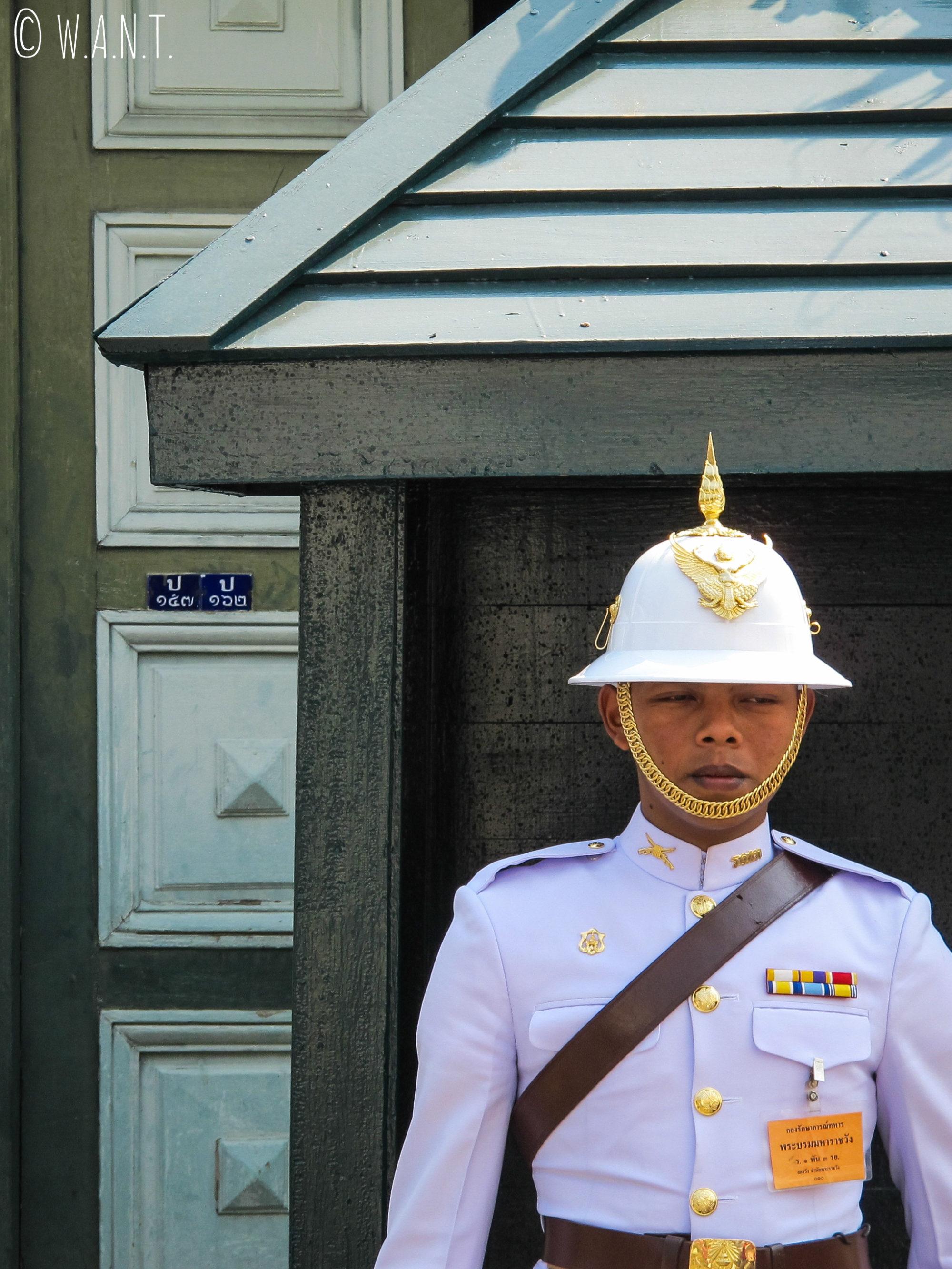 Portrait de l'un des gardes du Palais Royal de Bangkok