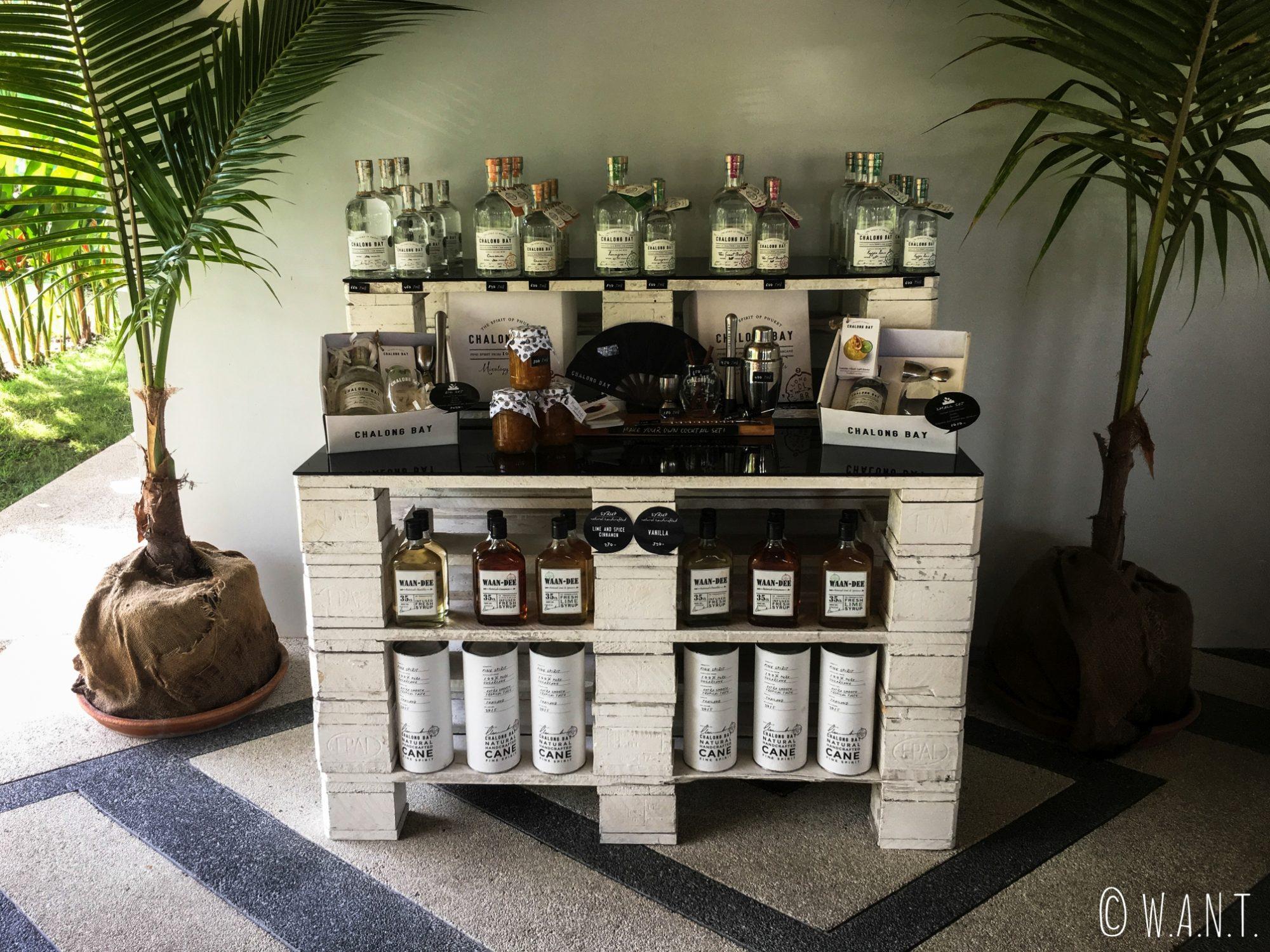 Présentation des différents rhums de la distillerie Chalong Bay de Phuket