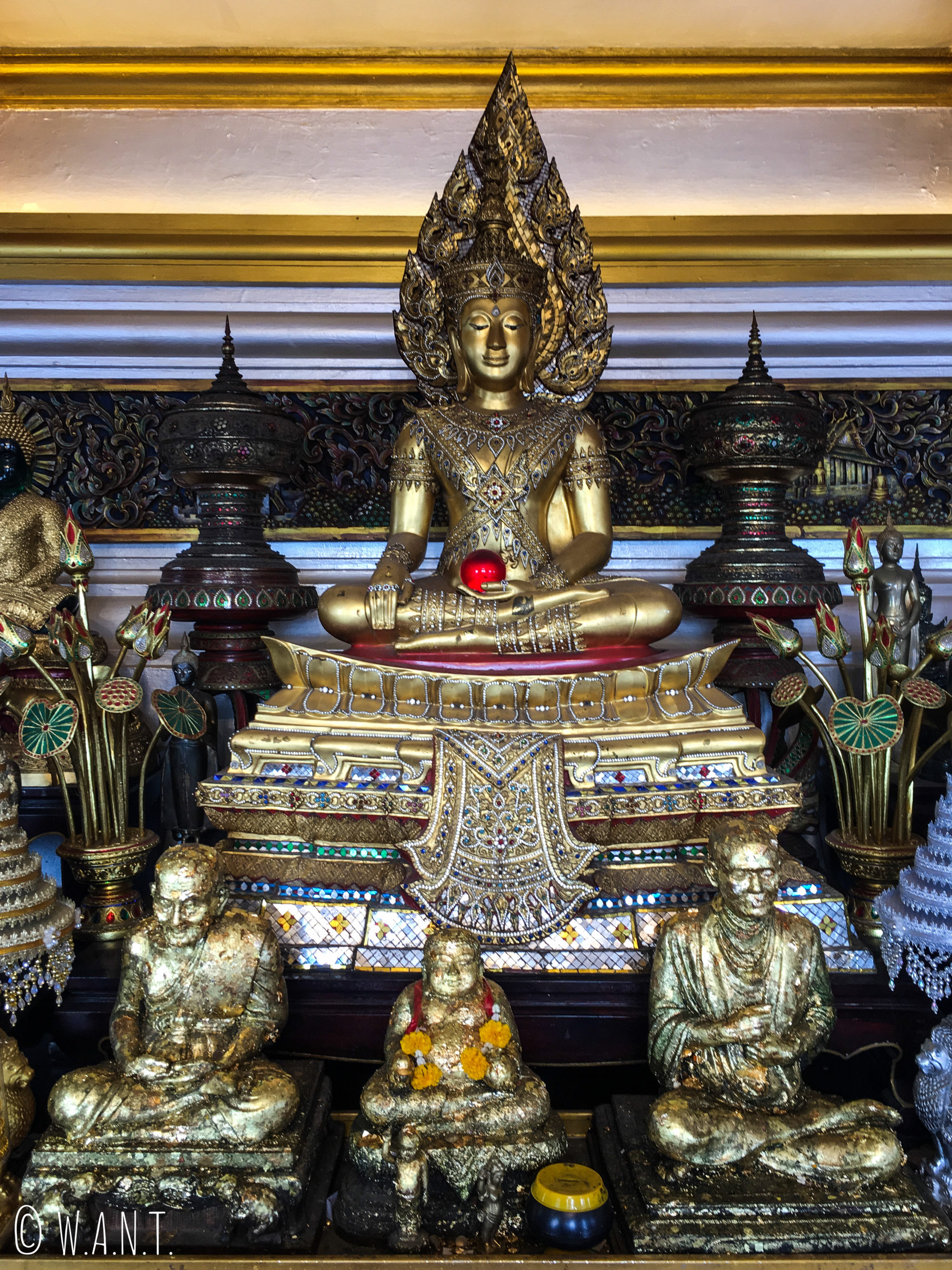 Représentations de Bouddha à l'intérieur du Golden Mount de Bangkok