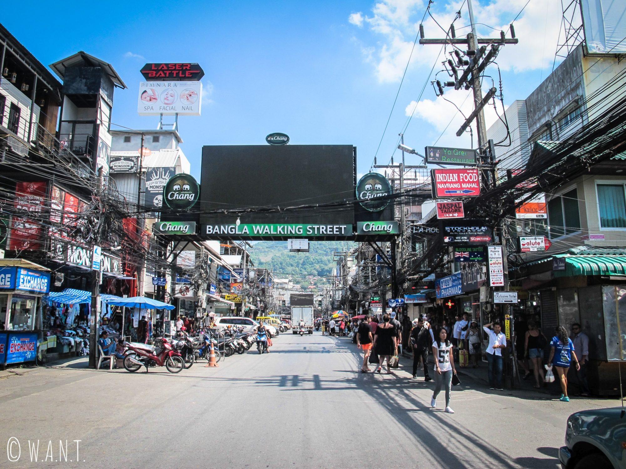 Rue des bars et clubs de Patong à Phuket