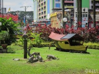 Sculpture avec des chats dans les rues de Kuching