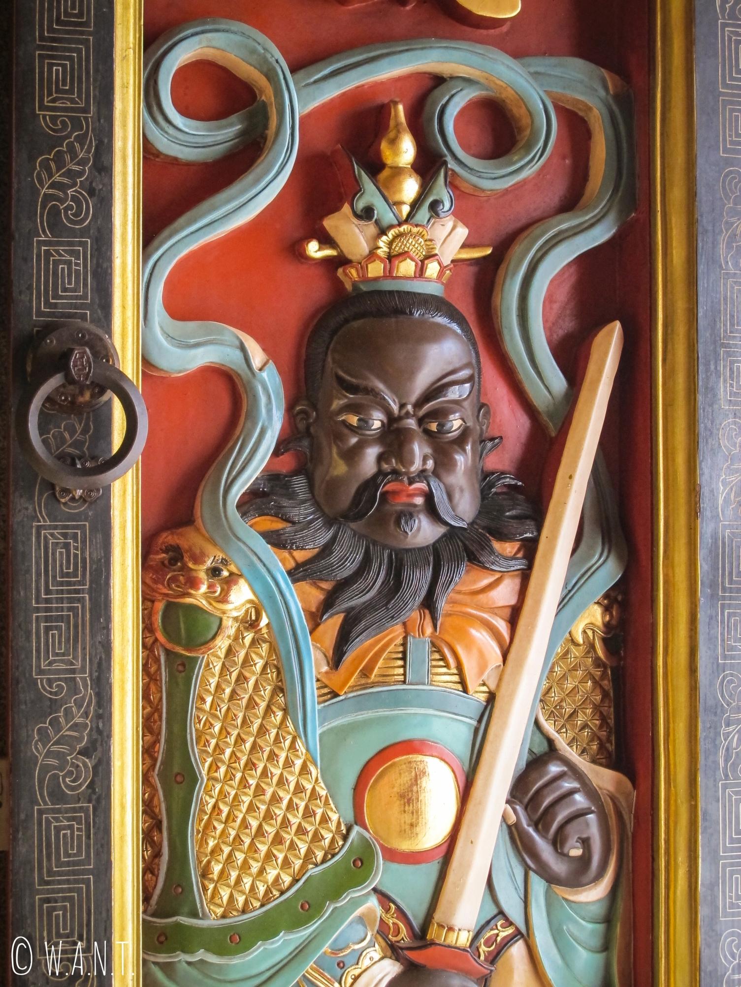 Sculpture de la porte du Hong San Si Temple de Kuching