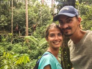 Selfie avec des orangs-outans au Semenggoh Nature Reserve