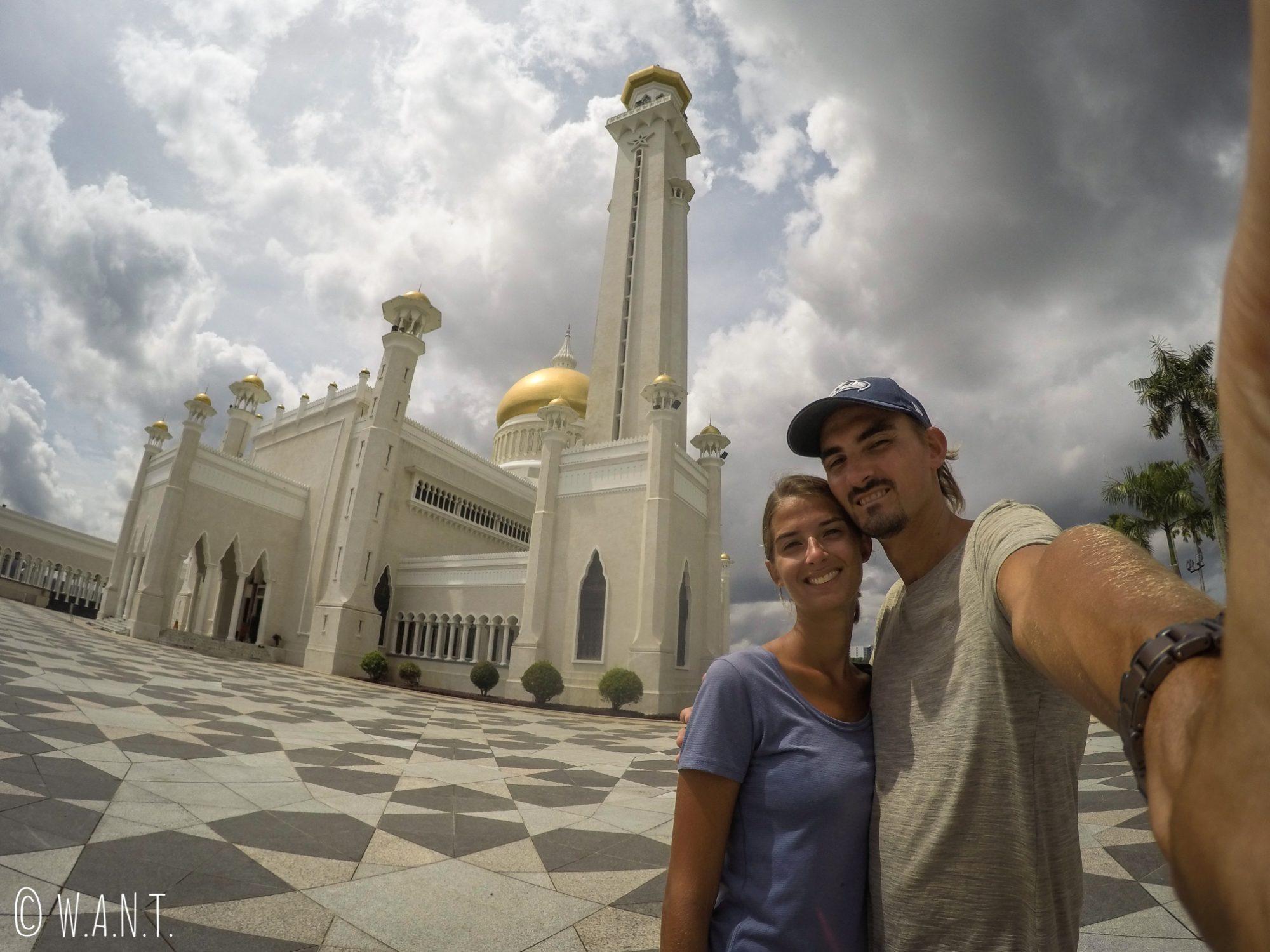 Selfie devant la mosquée Masjid Omar Ali Saifuddien de Bandar Seri Begawan