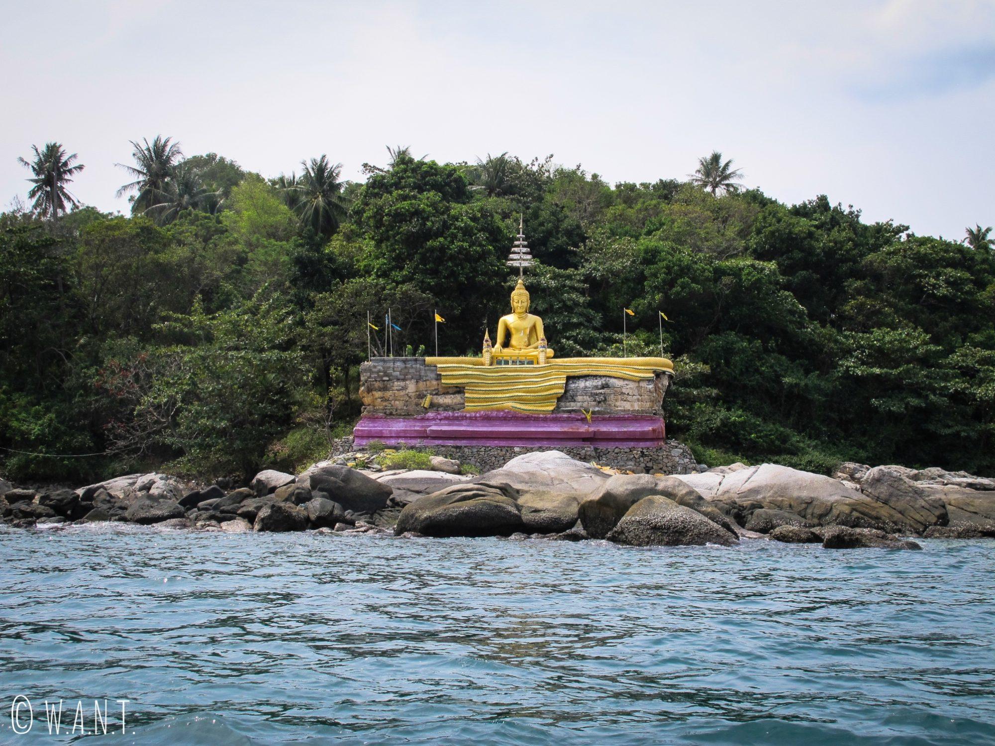 Statue de Bouddha sur l'île de Bouddha Island près de Phuket