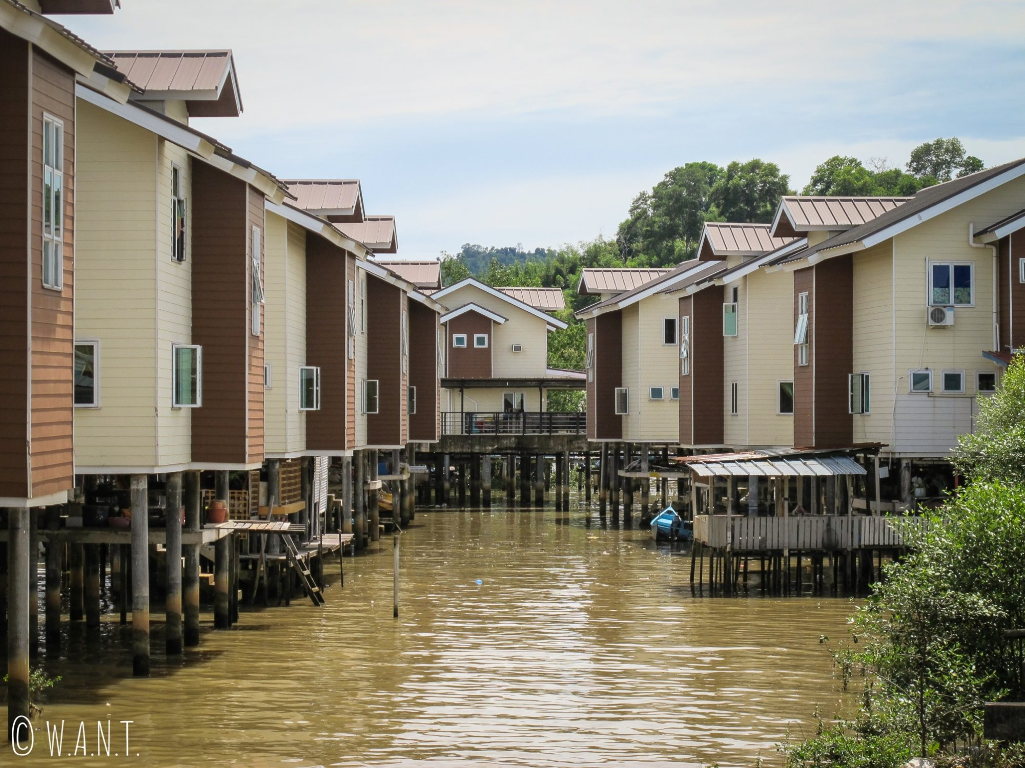 Très belles constructions au village flottant de Kampong Ayer à Bandar Seri Begawan