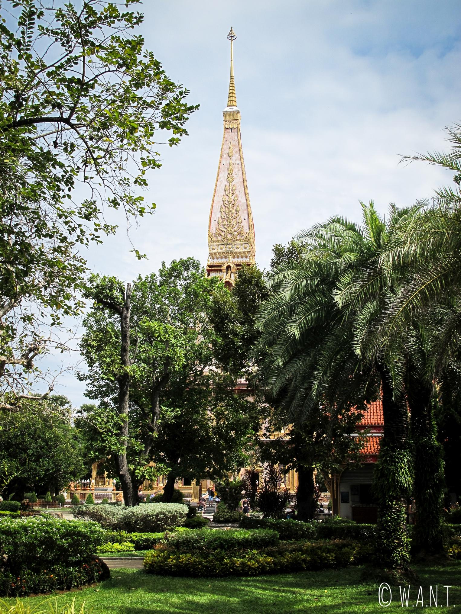 Végétation et temple de Chalong à Phuket