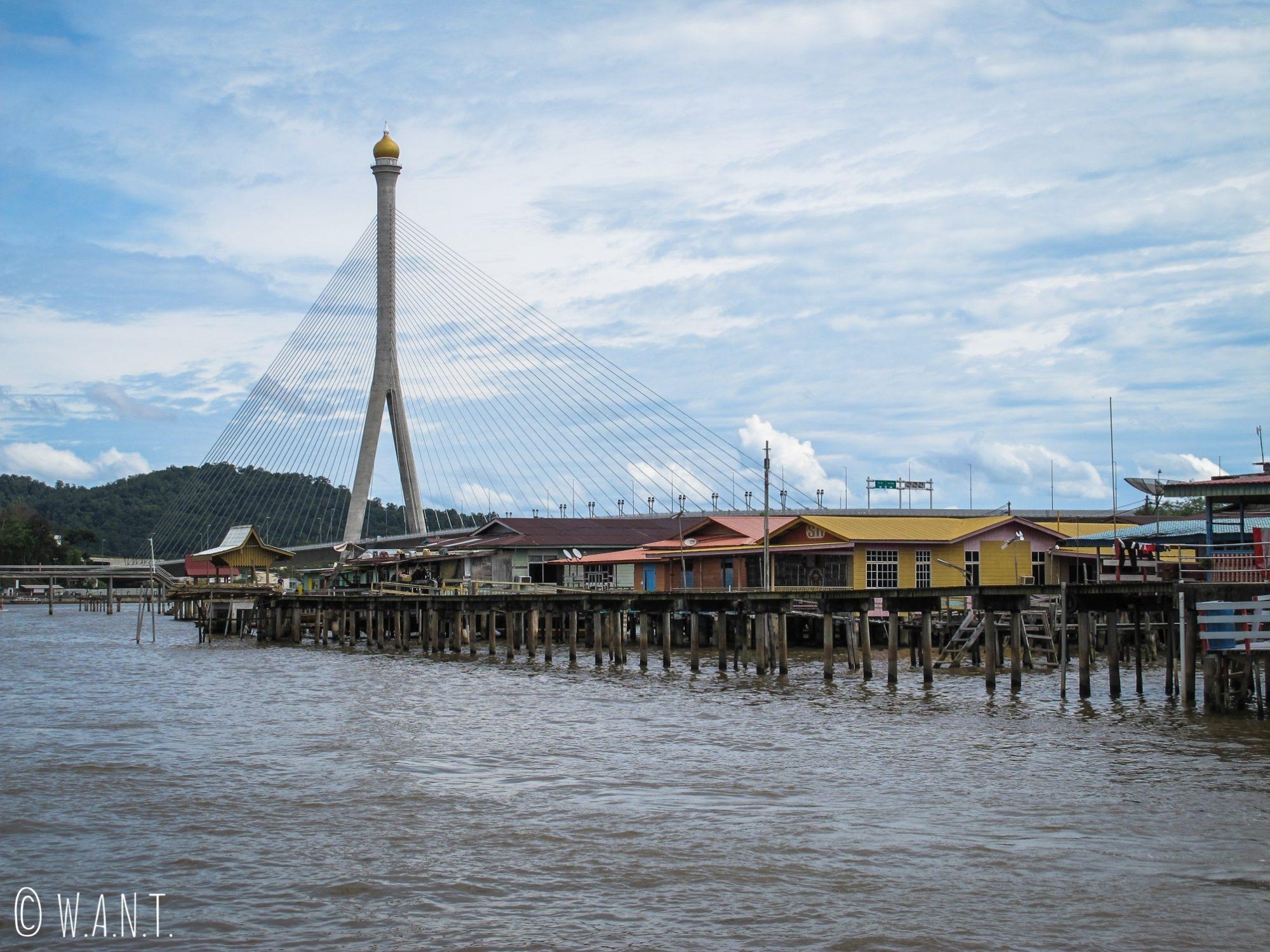 Village flottant de Kampong Ayer et pont Sungai Kebun à Bandar Seri Begawan