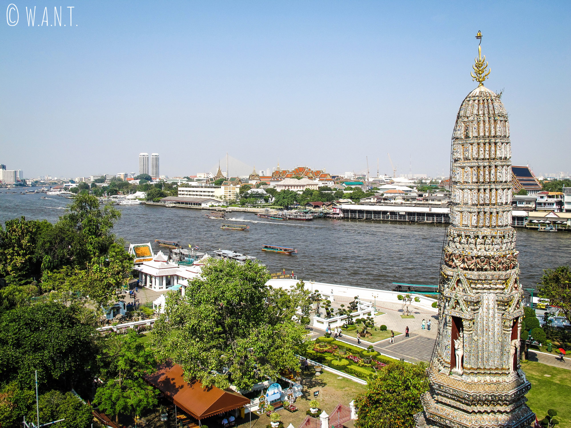 Vue sur le Chao Phraya depuis le Wat Arun de Bangkok