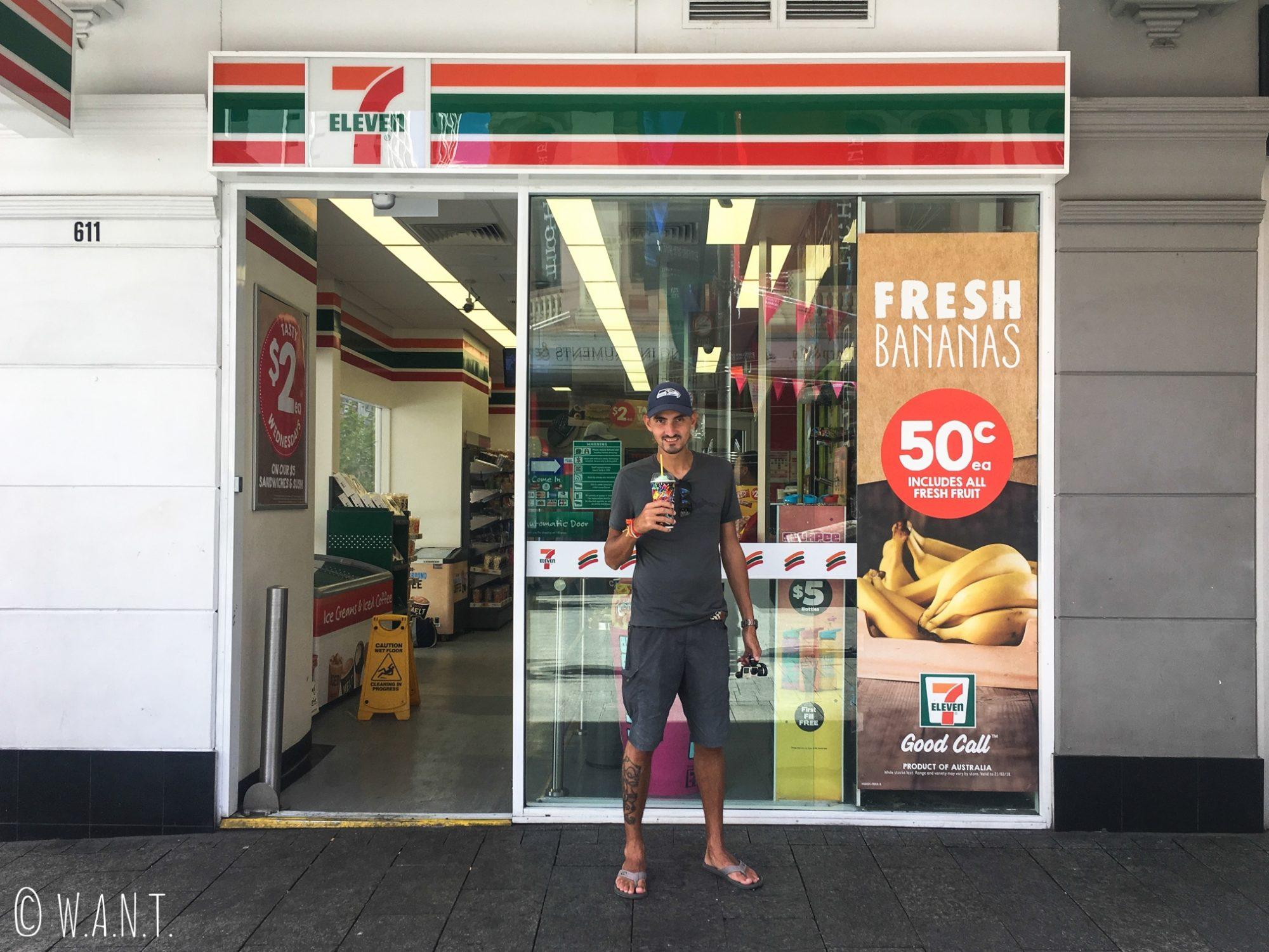 Benjamin est bien heureux d'avoir retrouvé un 7eleven à Perth afin de déguster une Slush