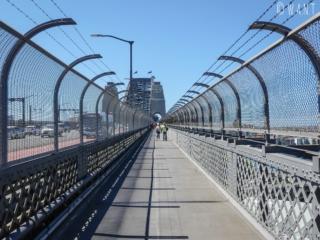 Chemin piétonnier permettant de traverser Harbour Bridge à Sydney