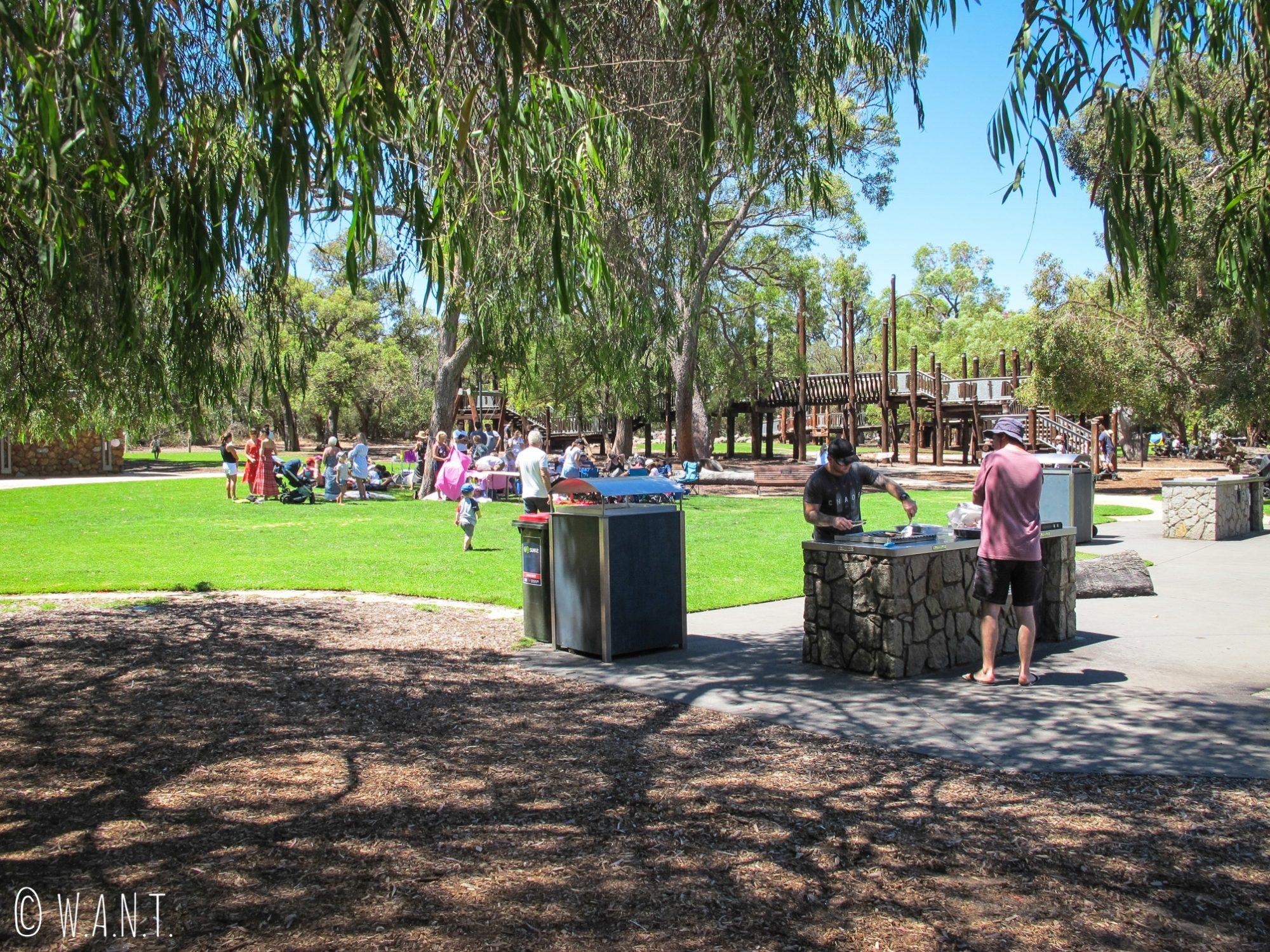 Des barbecues publiques sont mis à disposition des passants au Kings Park de Perth