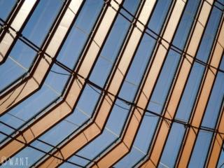 Gros plan sur les vitres de l'opéra de Sydney