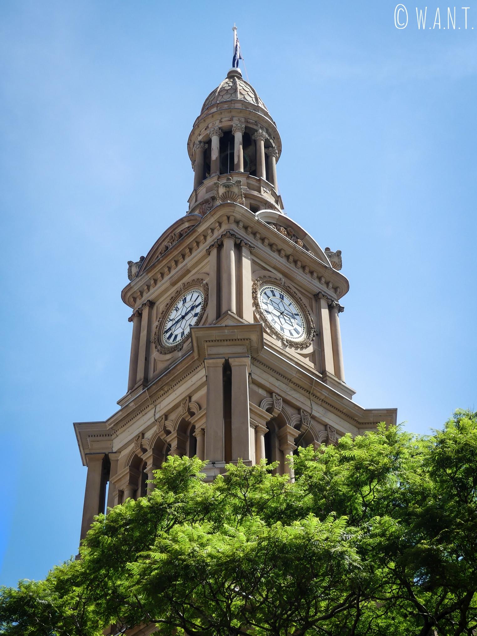 Gros plan sur l'horloge du Town Hall