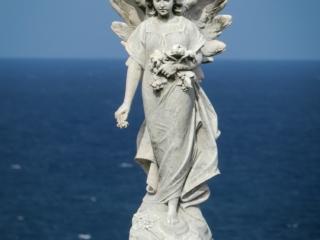 Gros plan sur l'une des statues du Waverley Cemetery près de Sydney