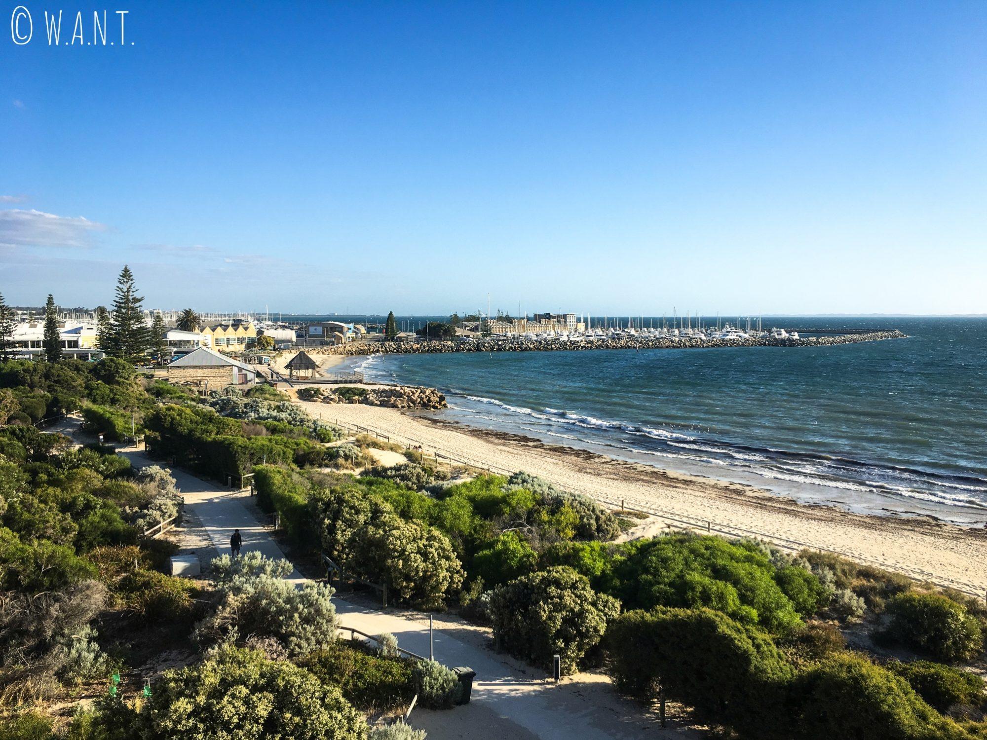 La longue plage de Fremantle vue depuis la maison ronde