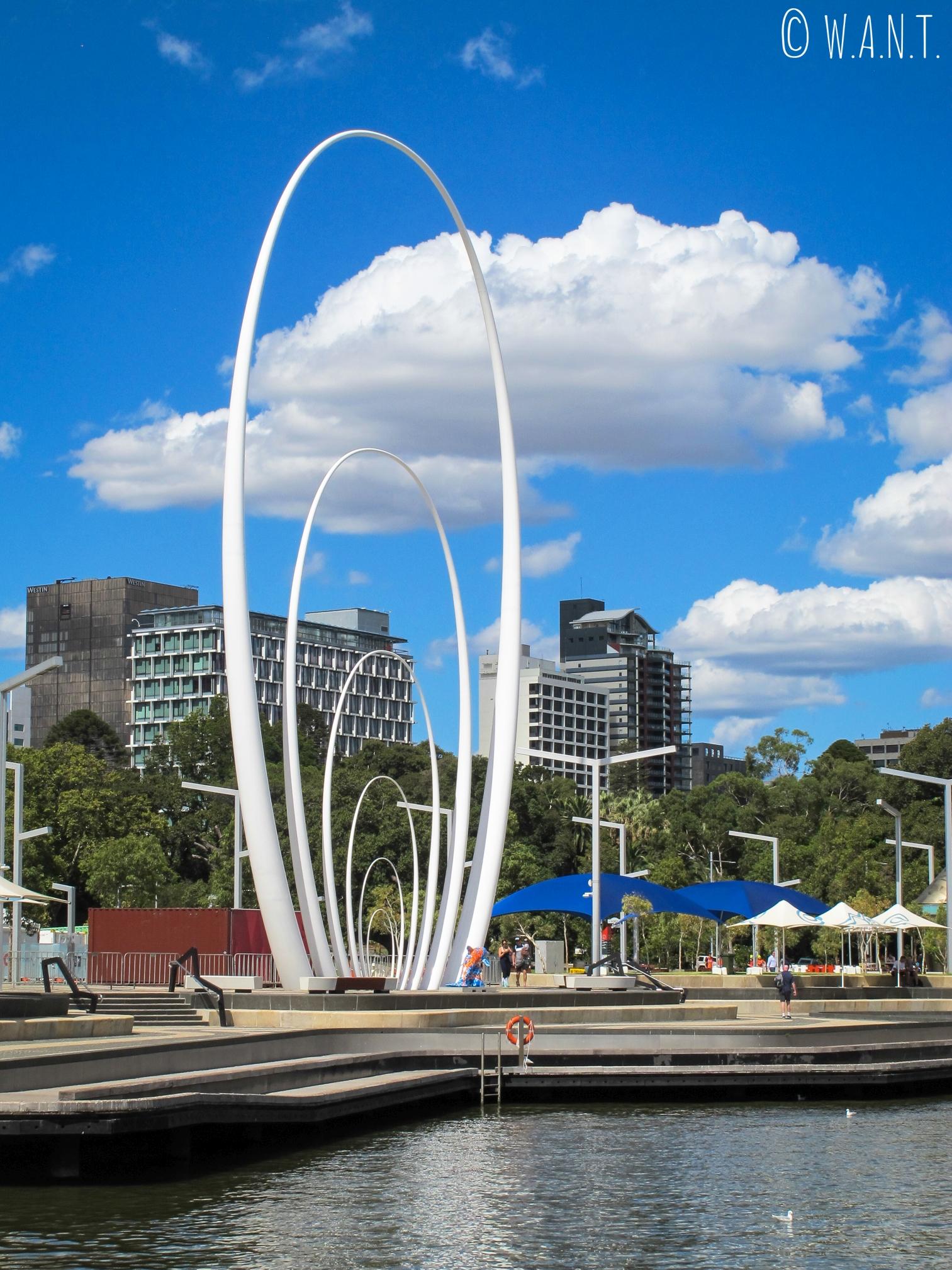 Le Spanda, sculpture qui accueille les arrivants depuis la mer et situé sur le Elizabeth Quay à Perth