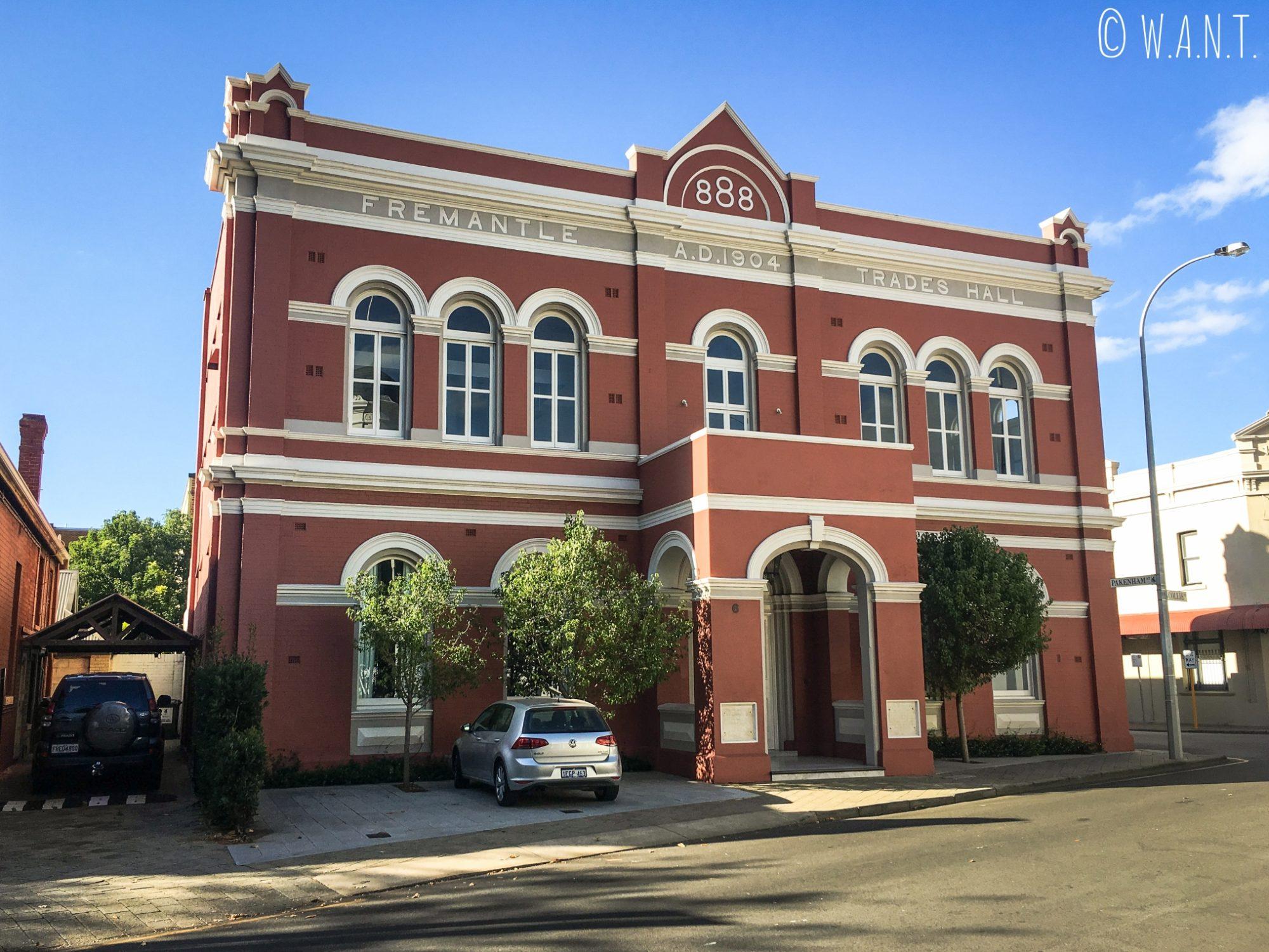 Les bâtiments des rues de Fremantle sont très caractéristiques de l'architecture du début du 20ème siècle