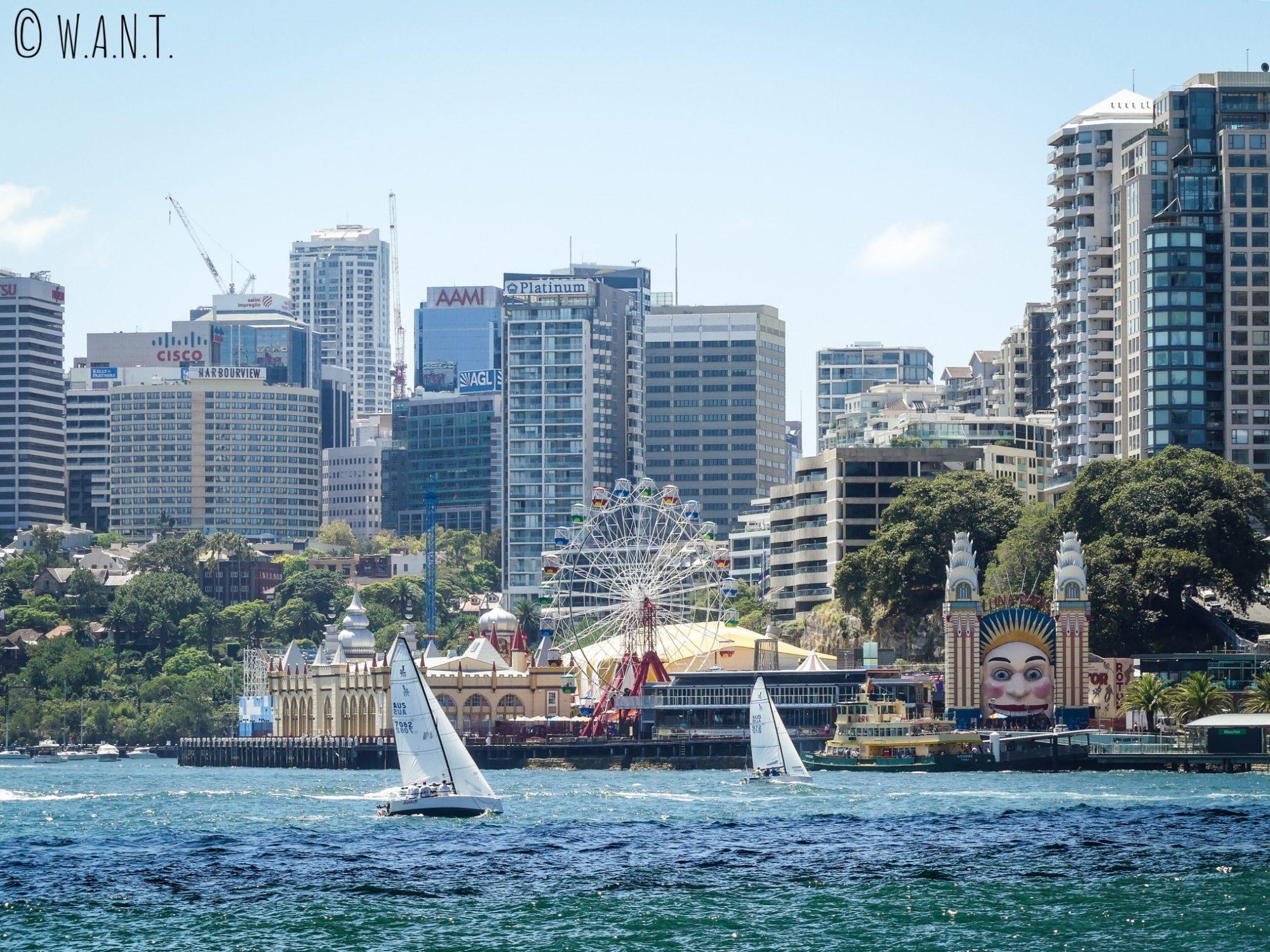 Luna Park au pied d'Harbour Bridge à Sydney