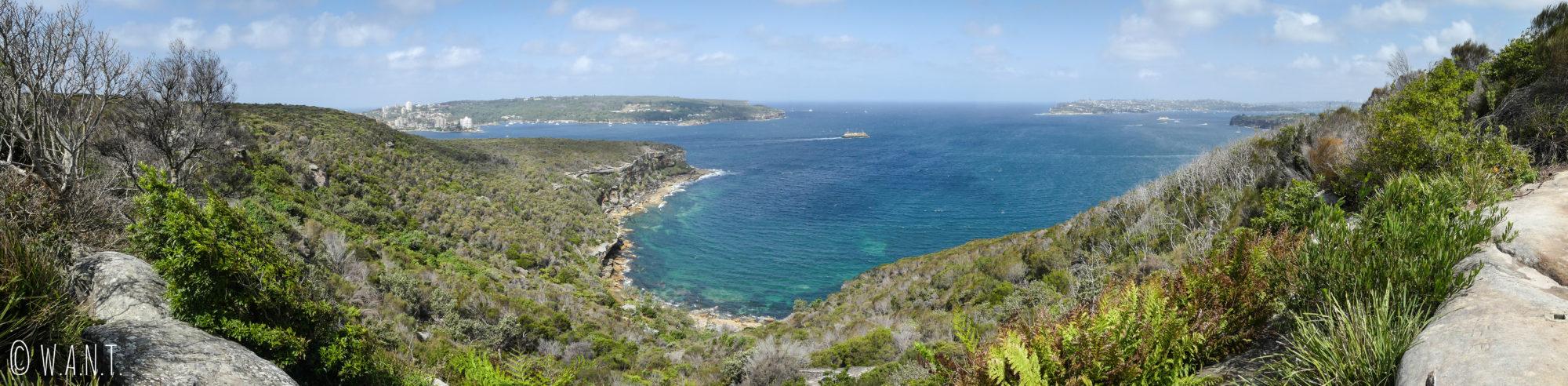 Panorama depuis Crater Cove sur la randonnée Manly Scenic Walkway près de Sydney