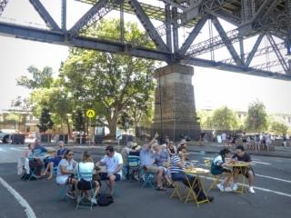 Restaurant installé sous Harbour Bridge dans le quartier de The Rocks