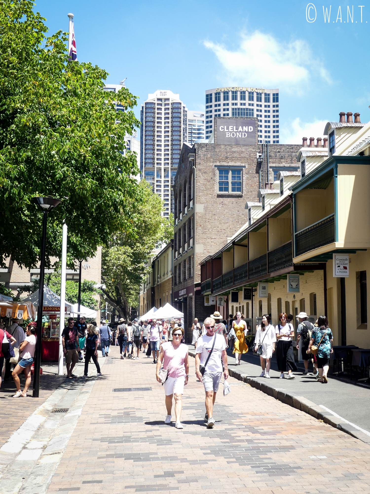 Rue piétonne du quartier historique de The Rocks à Sydney