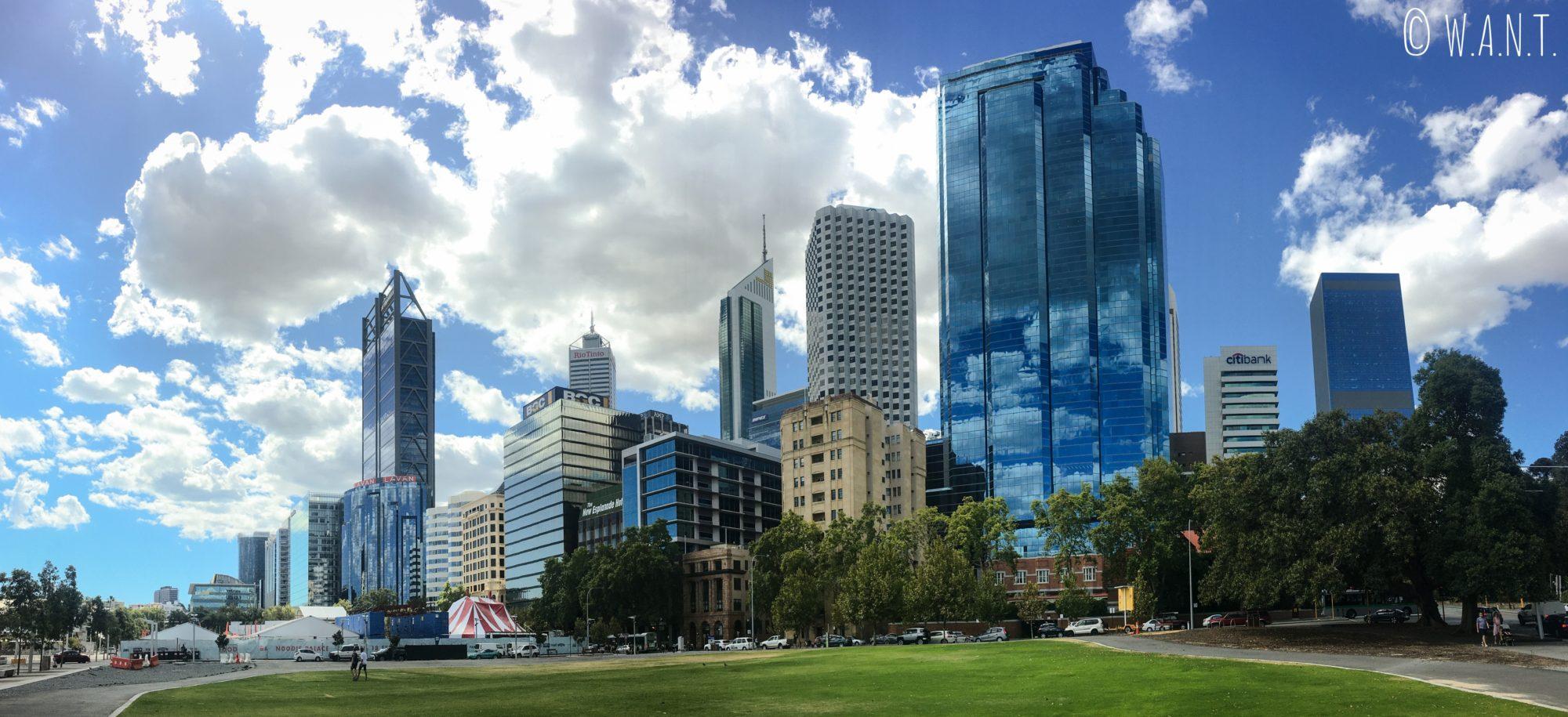Vue de la skyline de Perth depuis l'entrée d'Elizabeth Quay