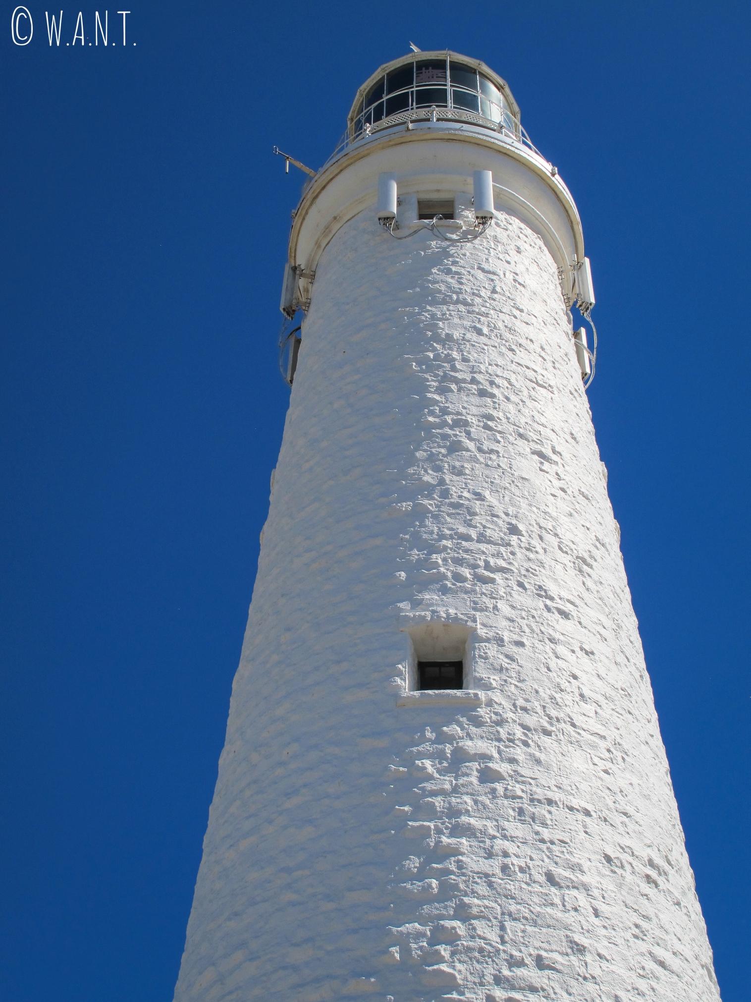 Vue en contre-plongée du phare sur Rottnest Island