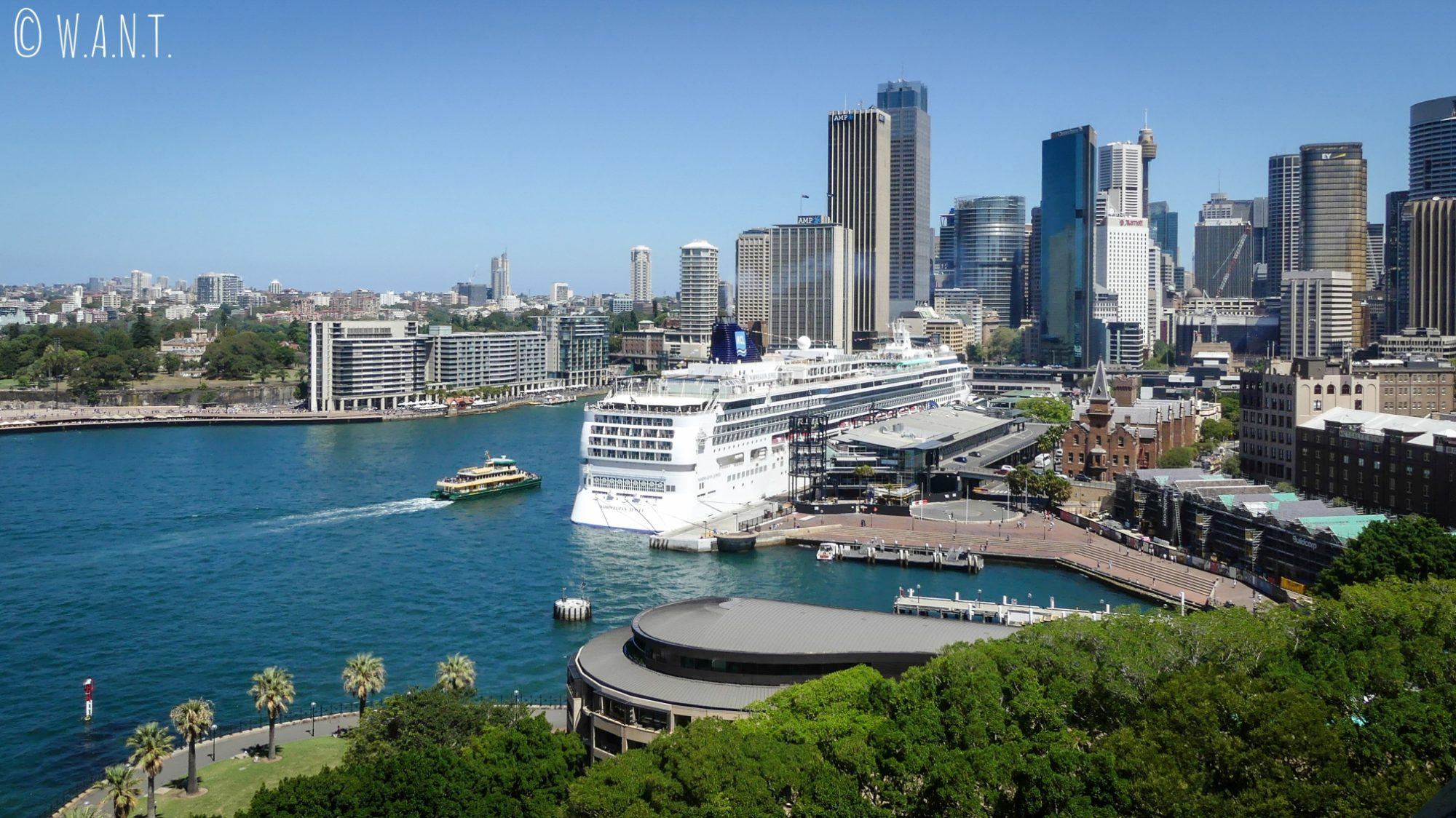 Vue sur la baie de Sydney et le CBD depuis Harbour Bridge