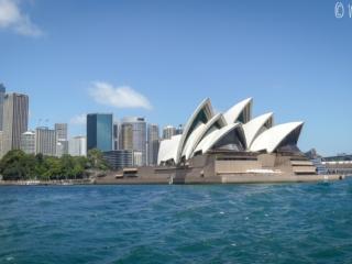 Vue sur l'opéra et la skyline de Sydney depuis le ferry menant à Manly Beach
