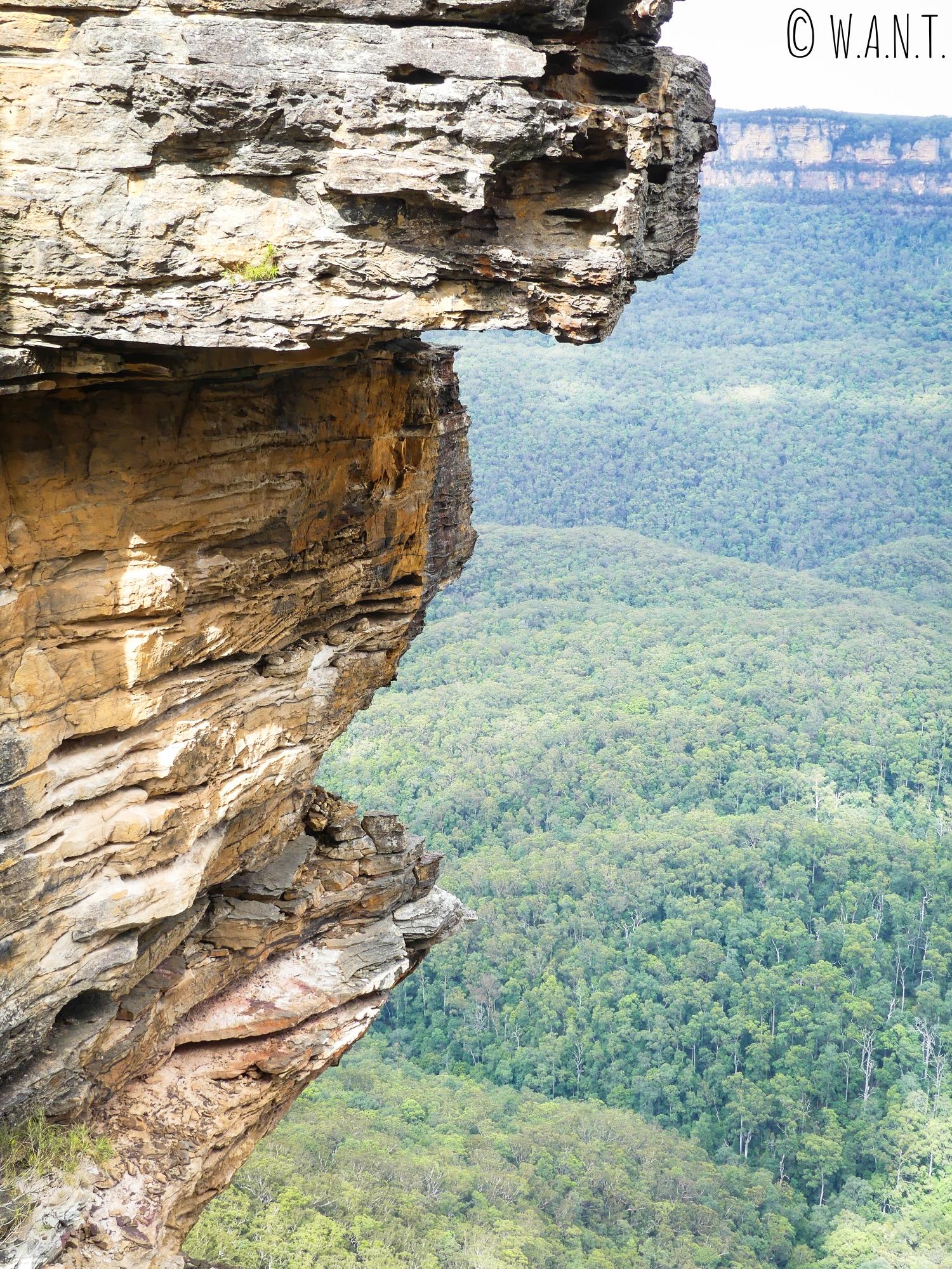 Gros plan sur l'un des rochers des Three Sisters dans les Blue Mountains