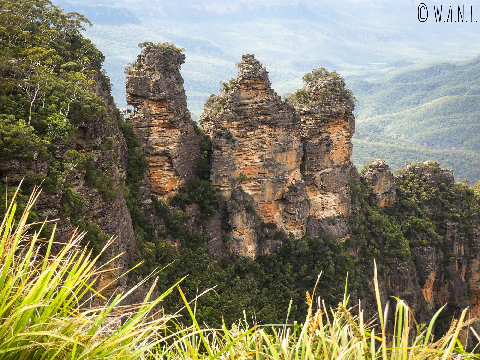 Les Three Sisters, ou Trois Soeurs, sont des rochers célèbres des Blue Mountains
