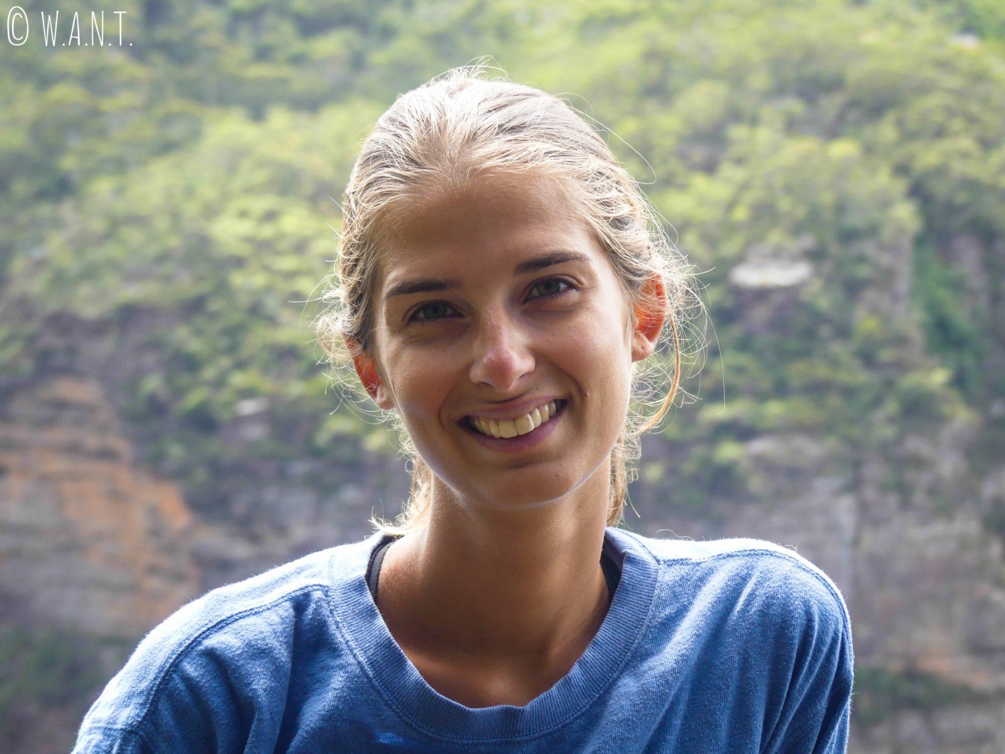 Marion a le sourire dans le parc national des Blue Mountains