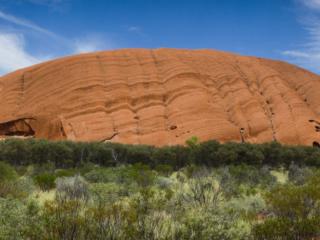Panorama sur la randonnée Uluru Base Walk à Uluru-Ayers Rock