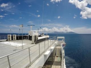 A bord de l'Aremiti 2 entre Papeete et l'île de Moorea