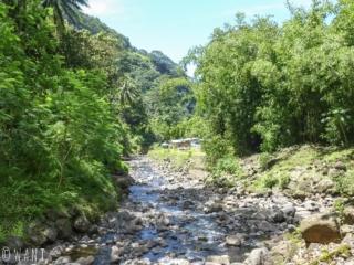 Accès à la cascade de Vaimahutu sur l'île de Tahiti