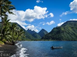 Panorama sublime depuis la plage du village de Tautira sur l'île de Tahiti